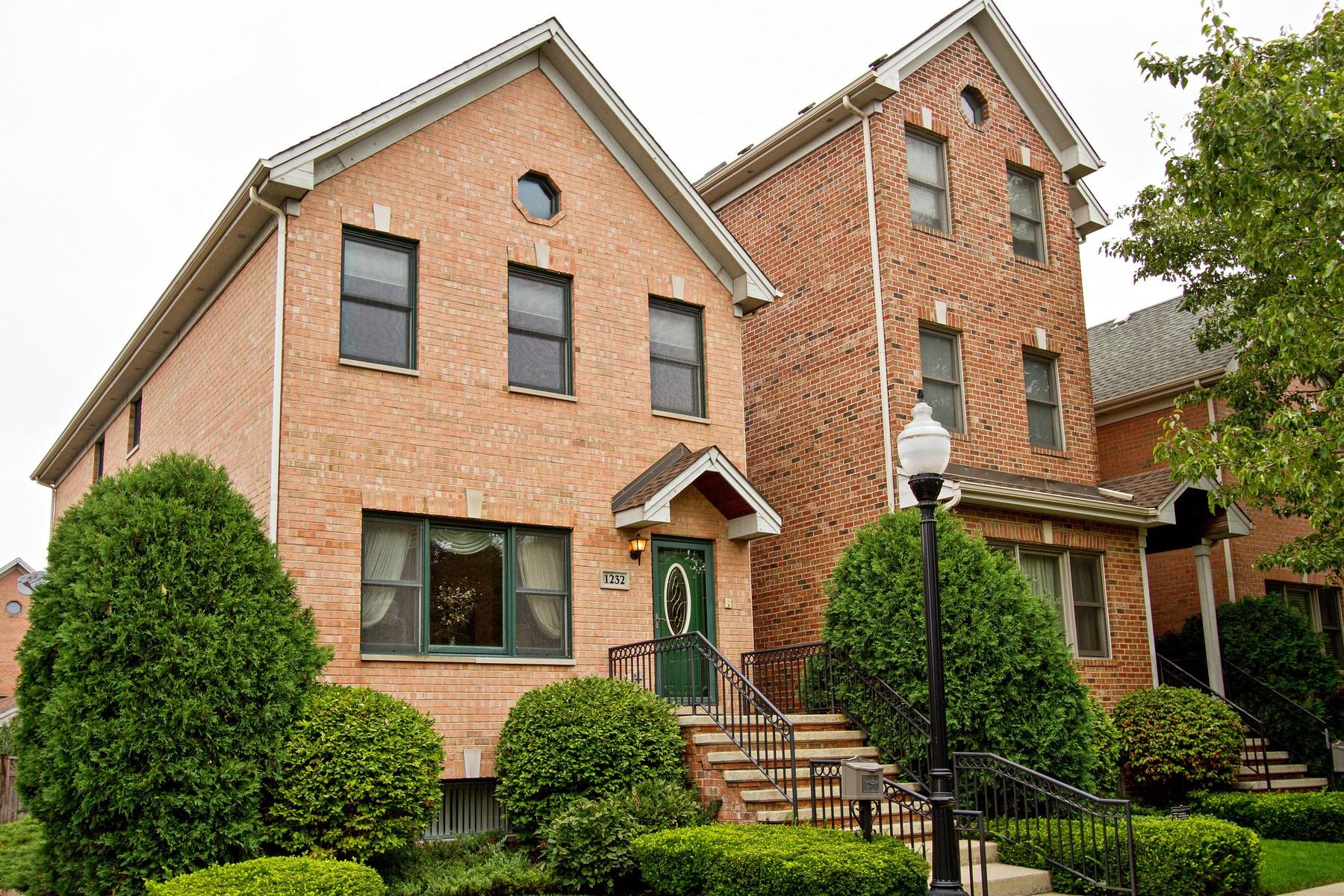 Casa para uma família para Venda às Great Bridgeport Home 1232 W 33rd Place Bridgeport, Chicago, Illinois 60608 Estados Unidos