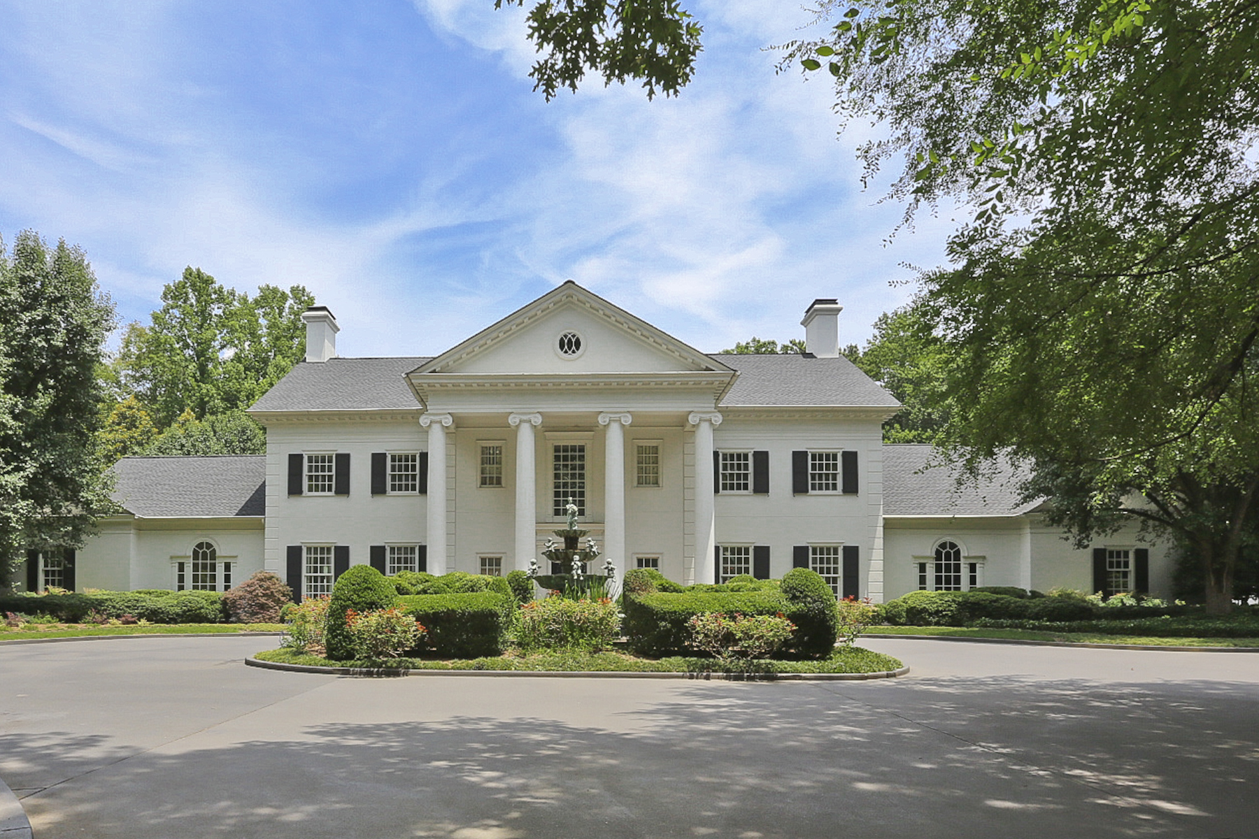 단독 가정 주택 용 매매 에 With Stately Elegance This 2+ Acres Estate And Gardens Are Majestic And Proud! 4371 Northside Drive NW Buckhead, Atlanta, 조지아 30327 미국