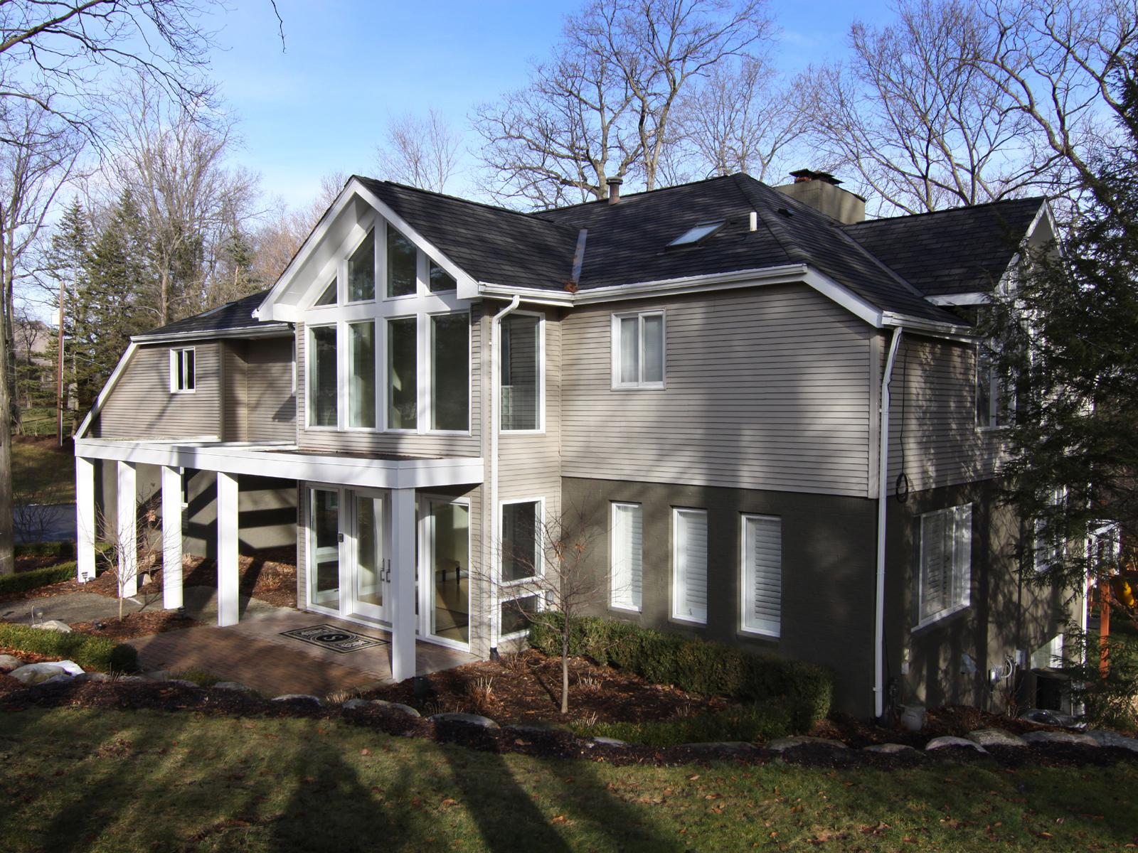 独户住宅 为 销售 在 Bloomfield 1680 Standish Court 布洛姆费尔德, 密歇根州, 48302 美国