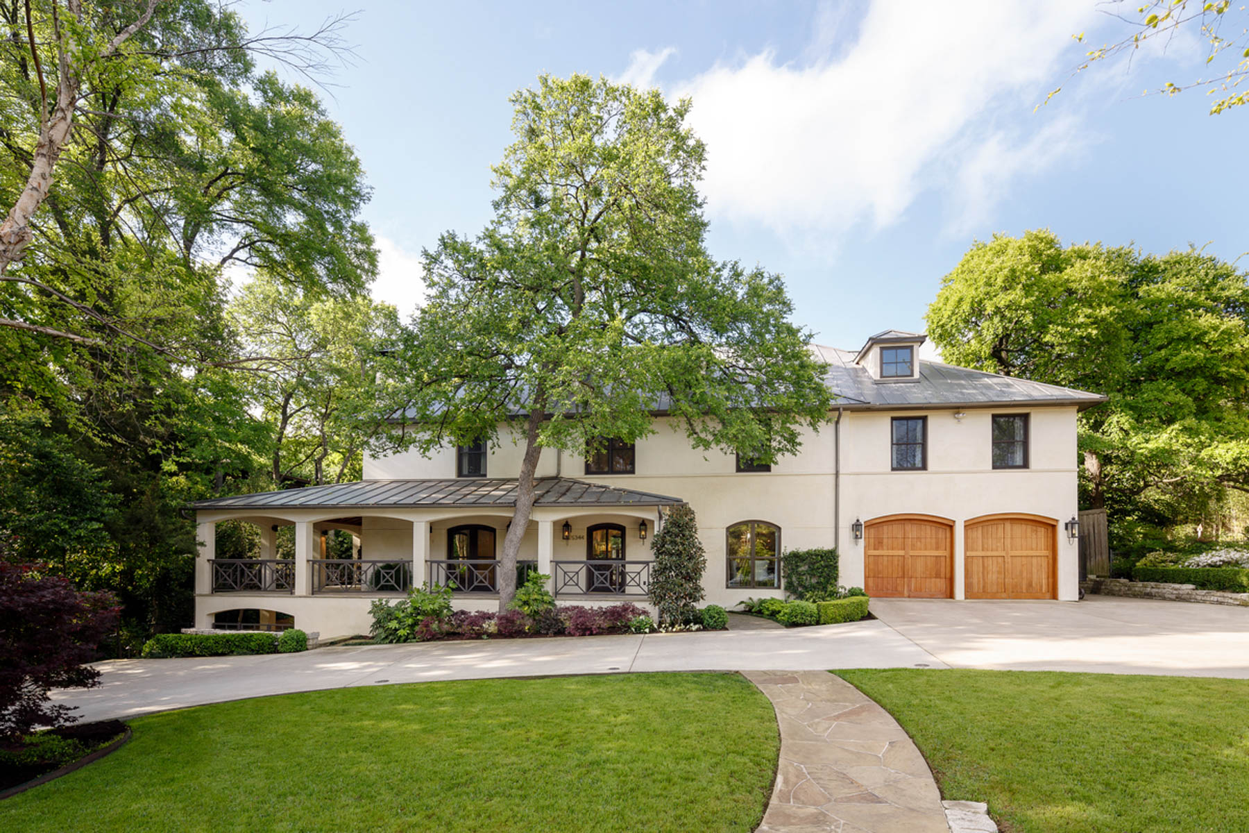 단독 가정 주택 용 매매 에 Santa Barbara Style Home on Half an Acre 5344 Surrey Circle Dallas, 텍사스, 75209 미국