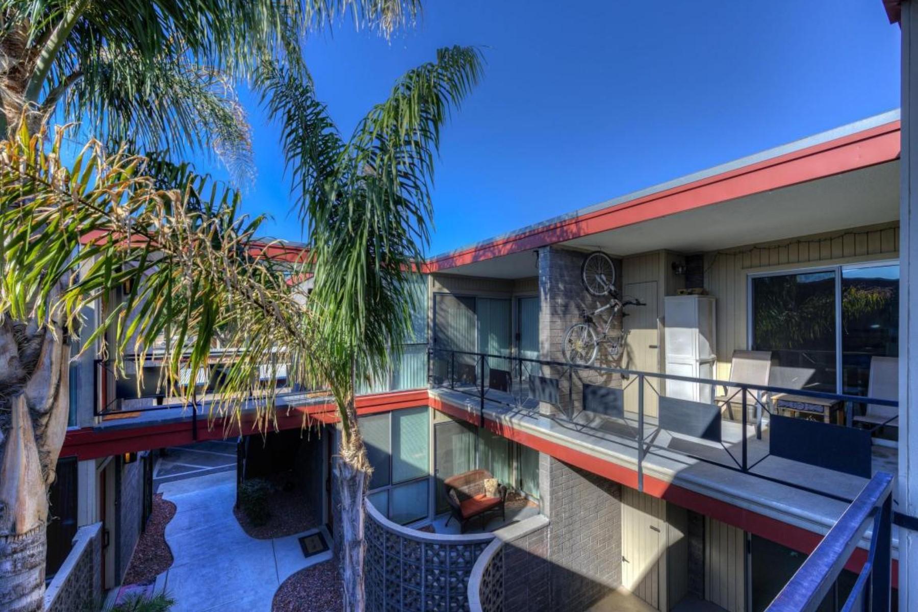Appartement pour l Vente à Experience boutique living in this mid-century modern luxury condominium 1225 E Medlock Dr #202 Phoenix, Arizona, 85014 États-Unis