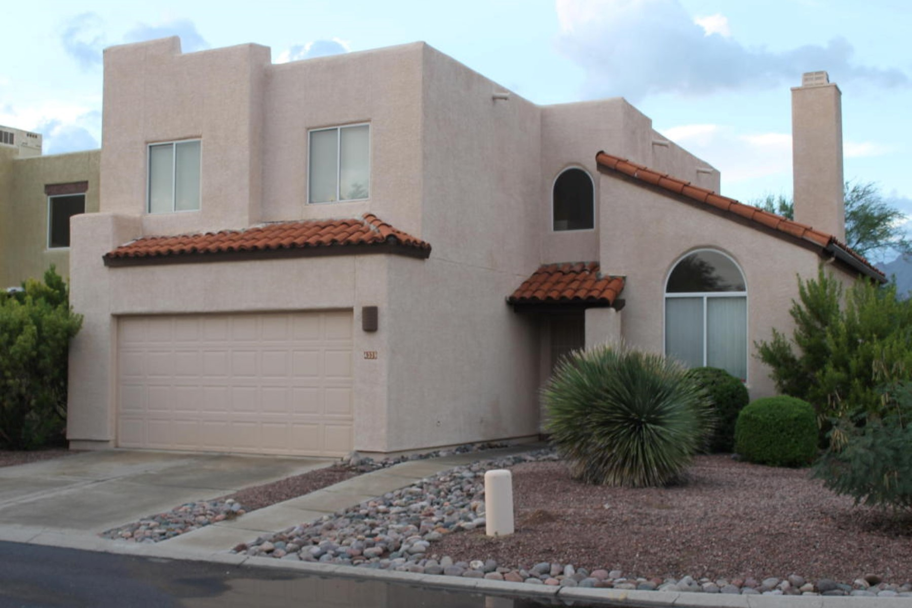 Moradia em banda para Venda às Absolutely stunning this three bedroom 2.5 bath is immaculate condition 4339 E Samantha Drive Tucson, Arizona 85712 Estados Unidos