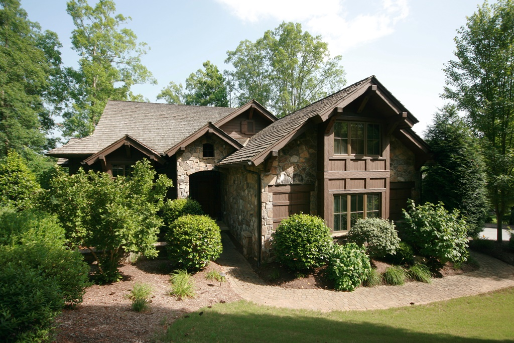 Villa per Vendita alle ore Spectacular Lake Access Home Directly Across Cove from the Waterfall 405 Crossbill Court The Cliffs At Keowee Falls, Salem, Carolina Del Sud 29676 Stati Uniti