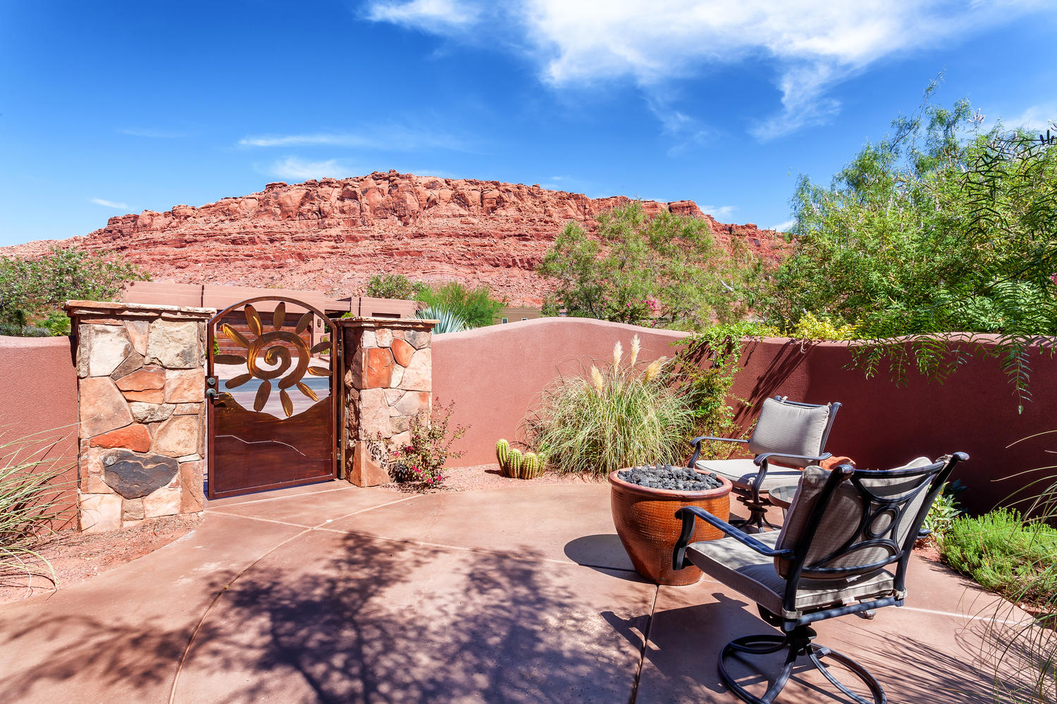 Villa per Vendita alle ore Custom Built Entrada Patio Home 2336 West Entrada Trail #2 St. George, Utah, 84770 Stati Uniti
