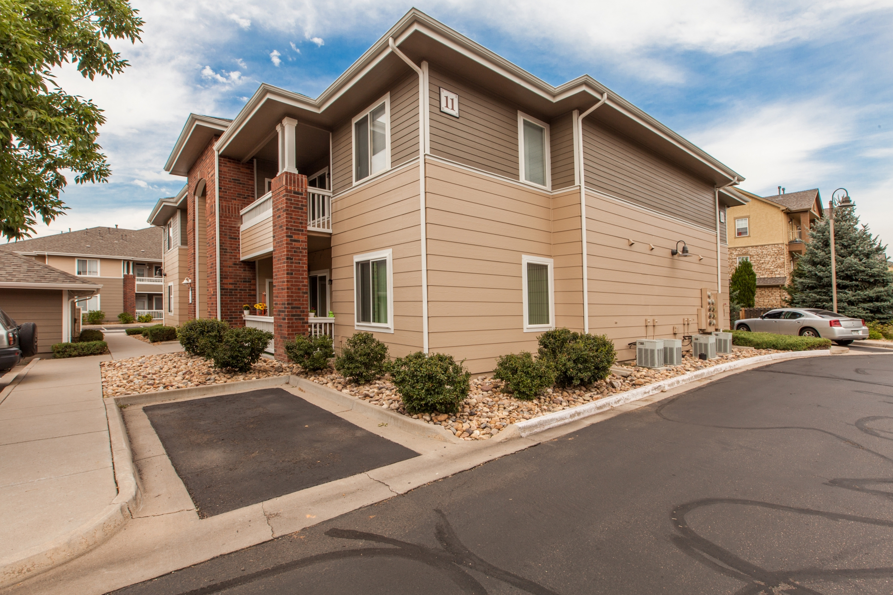 Condominium for Sale at Beautifully Maintained Spacious Condo with 3 Beds, 2 Baths and New Carpet 8481 West Union Avenue 11201 Littleton, Colorado 80123 United States