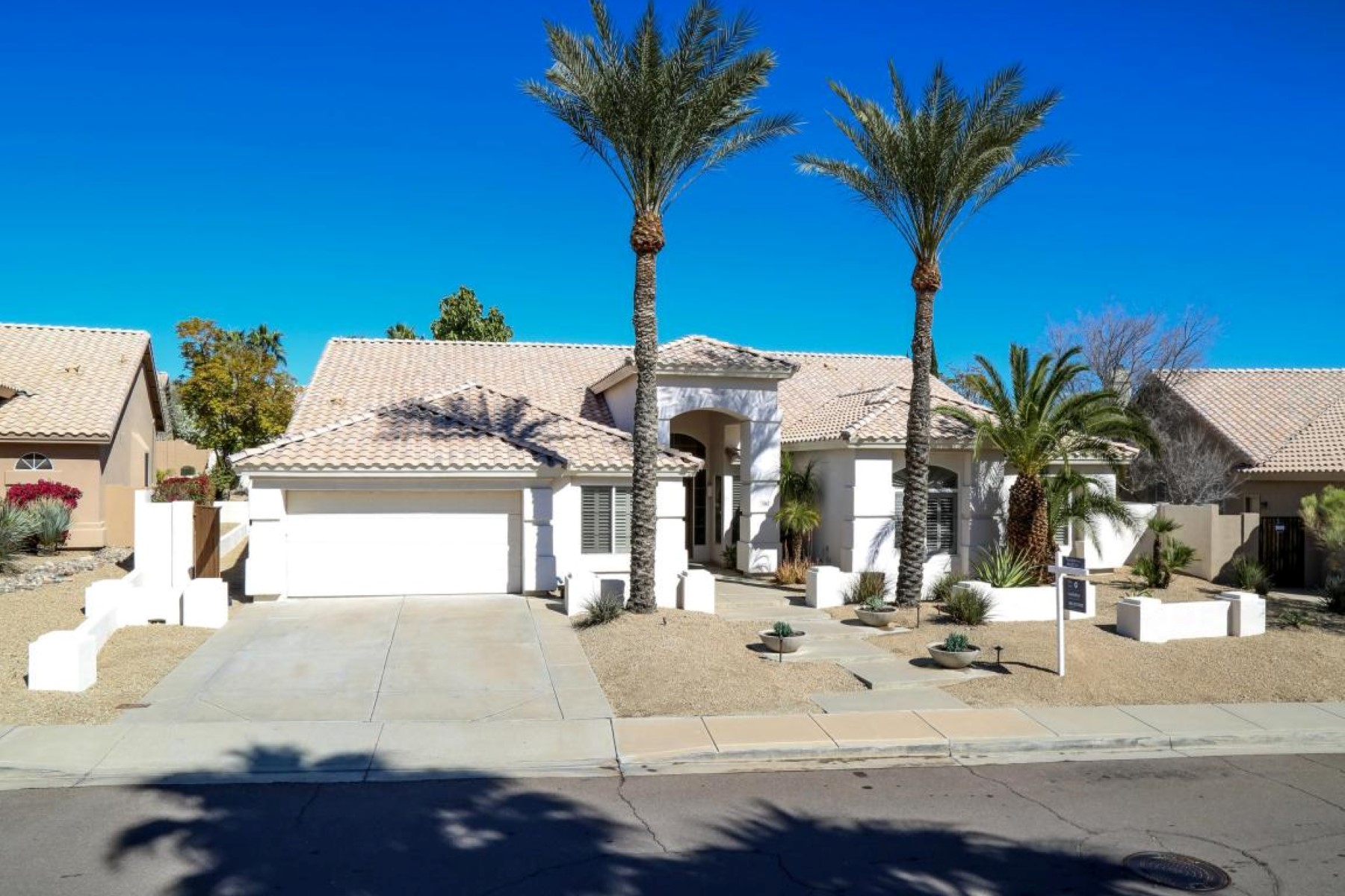 Vivienda unifamiliar por un Venta en Extremely Upgraded Remodel in Mountain Park Ranch 3162 E Desert Broom Way Phoenix, Arizona, 85048 Estados Unidos