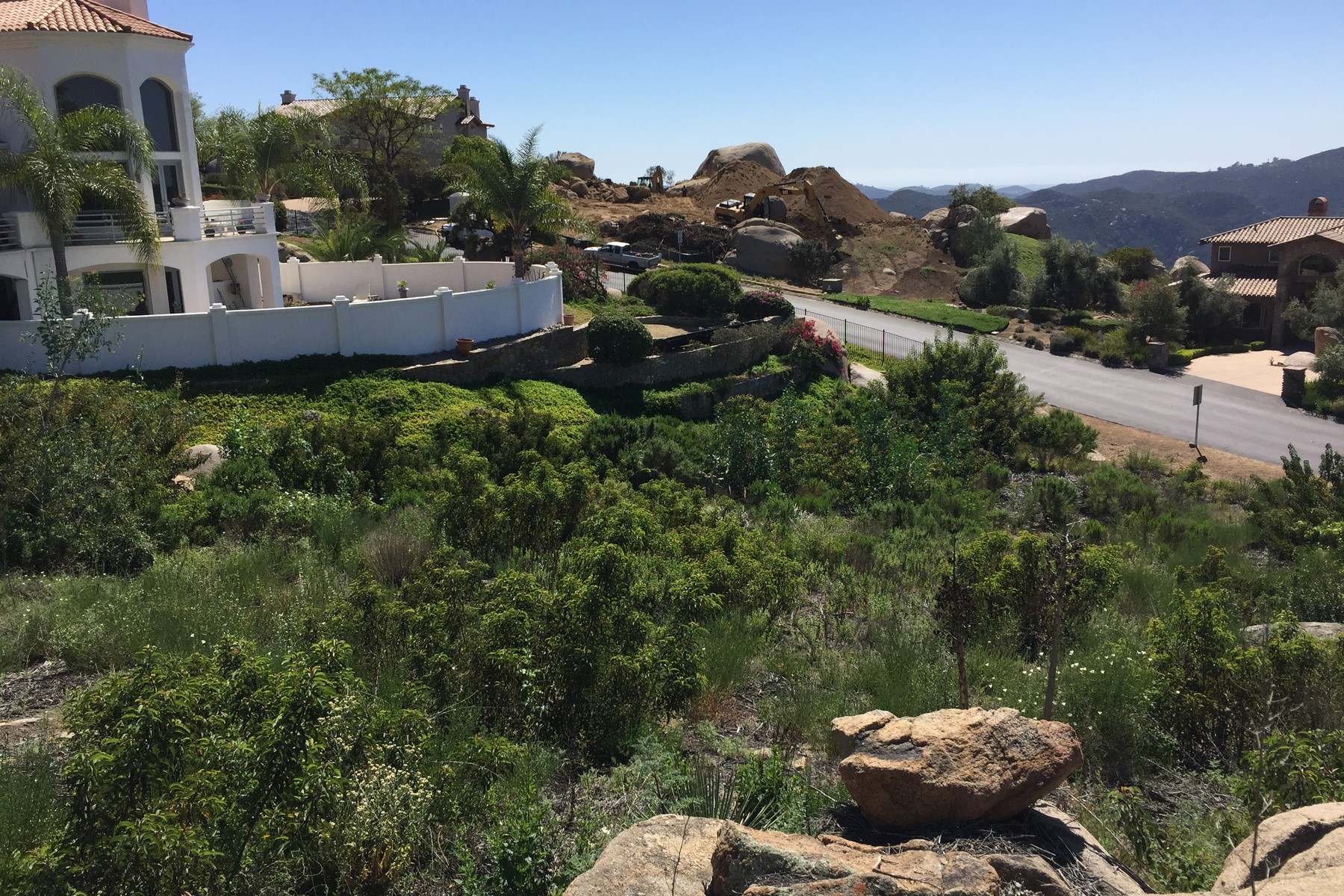 Additional photo for property listing at 000 Meadow Glen Way West  Escondido, Californie 92026 États-Unis