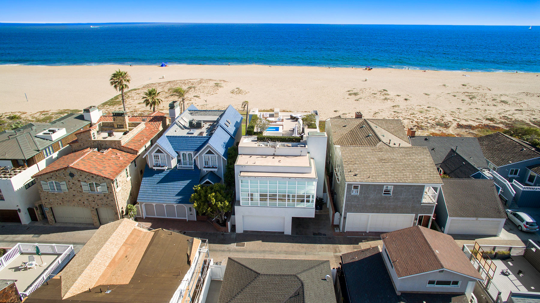 Single Family Home for Sale at 2046 East Oceanfront Newport Beach, California, 92661 United States