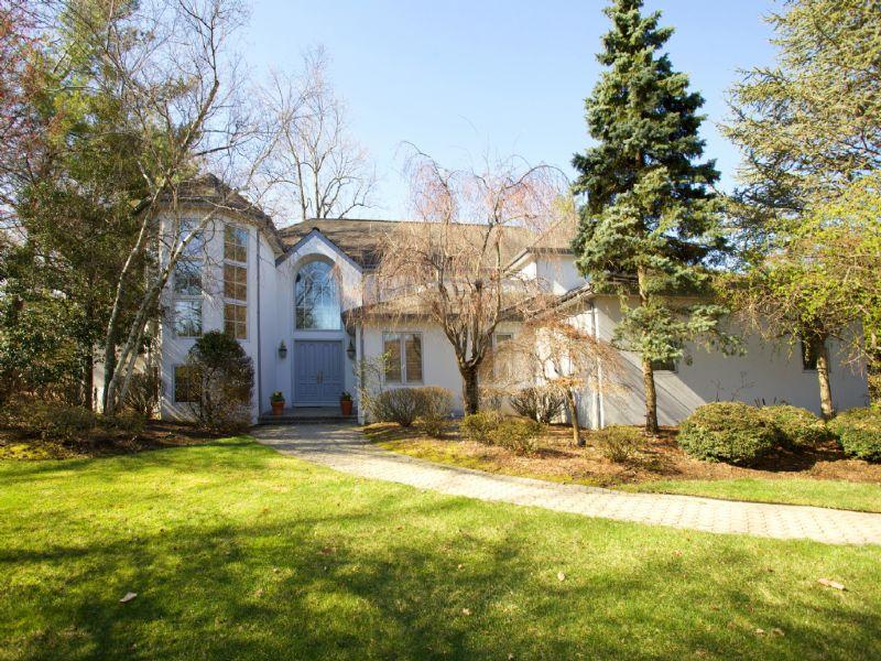 Maison unifamiliale pour l Vente à Prime Estate Area 55 Hamilton Drive E North Caldwell, New Jersey 07006 États-Unis