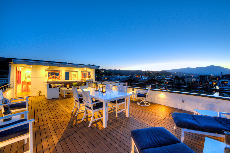 Autre résidentiel pour l Vente à Extraordinary Historic Waterfront Home 34 South Forty Dock Sausalito, Californie 94965 États-Unis