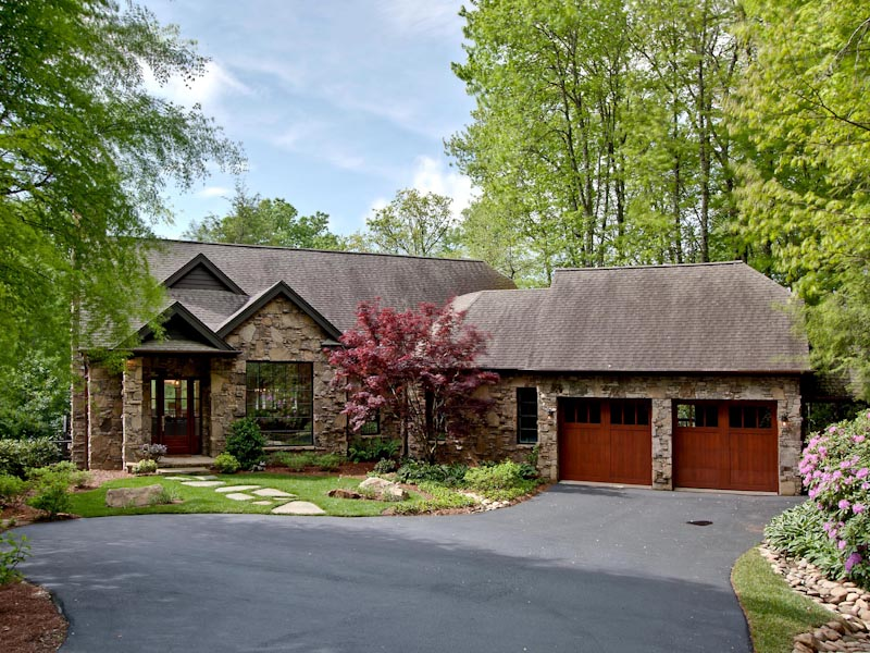 Single Family Home for Sale at 330 Crescent Trail Highlands, North Carolina 28741 United States