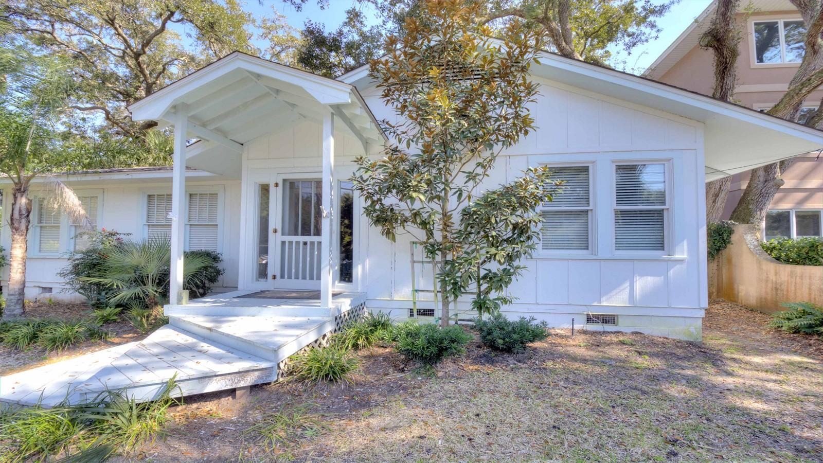 Einfamilienhaus für Verkauf beim 1706 Bruce Drive St. Simons Island, Georgia, 31522 Vereinigte Staaten