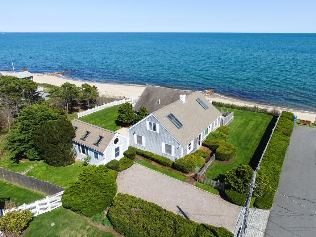 獨棟家庭住宅 為 出售 在 SPECTACULAR OCEANFRONT 28 Jeep Place Mashpee, 麻塞諸塞州, 02649 美國在/周邊: Mashpee