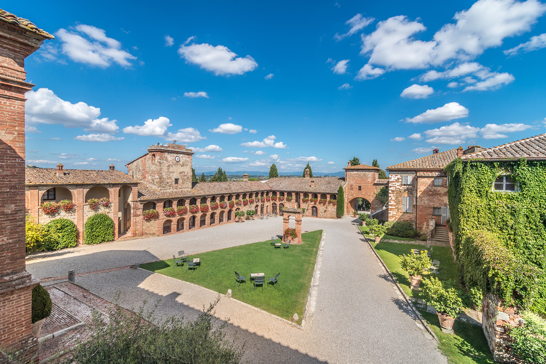 Single Family Home for Sale at Amazing Boutique Hotel near Siena Sinalunga Sinalunga, Siena, 53100 Italy
