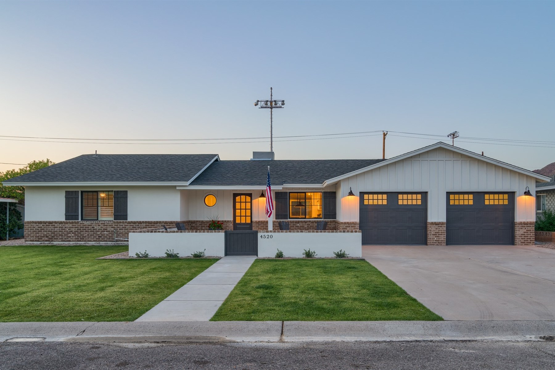 獨棟家庭住宅 為 出售 在 Remodeled to perfection and ready to enjoy 4520 E Clarendon Ave Phoenix, 亞利桑那州, 85018 美國