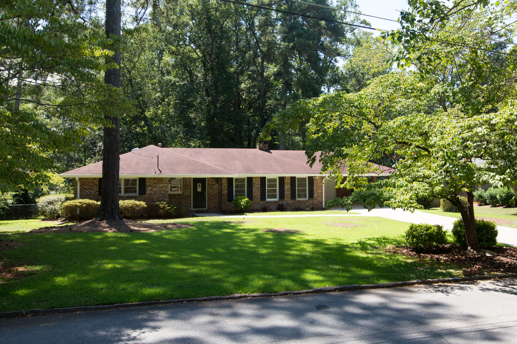 Maison unifamiliale pour l Vente à Beautiful Ranch In Wonderful School District 3855 Gladney Drive Atlanta, Georgia, 30340 États-Unis