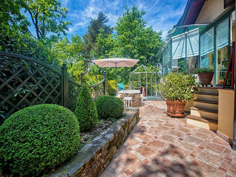 Additional photo for property listing at Elegant mansion with extensive park Via Lugano Luino, Varese 21016 Italien
