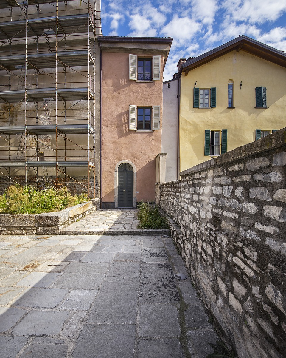 Additional photo for property listing at Magnificent semi-detached house in the historic center of Como Via Cinque Giornate Como, Como 22100 Italien
