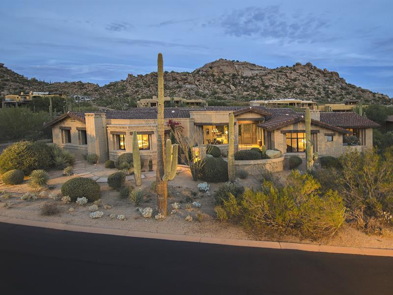 Vivienda unifamiliar por un Venta en A Serene Hideaway in Estancia 27339 N 103rd Way Scottsdale, Arizona, 85262 Estados Unidos