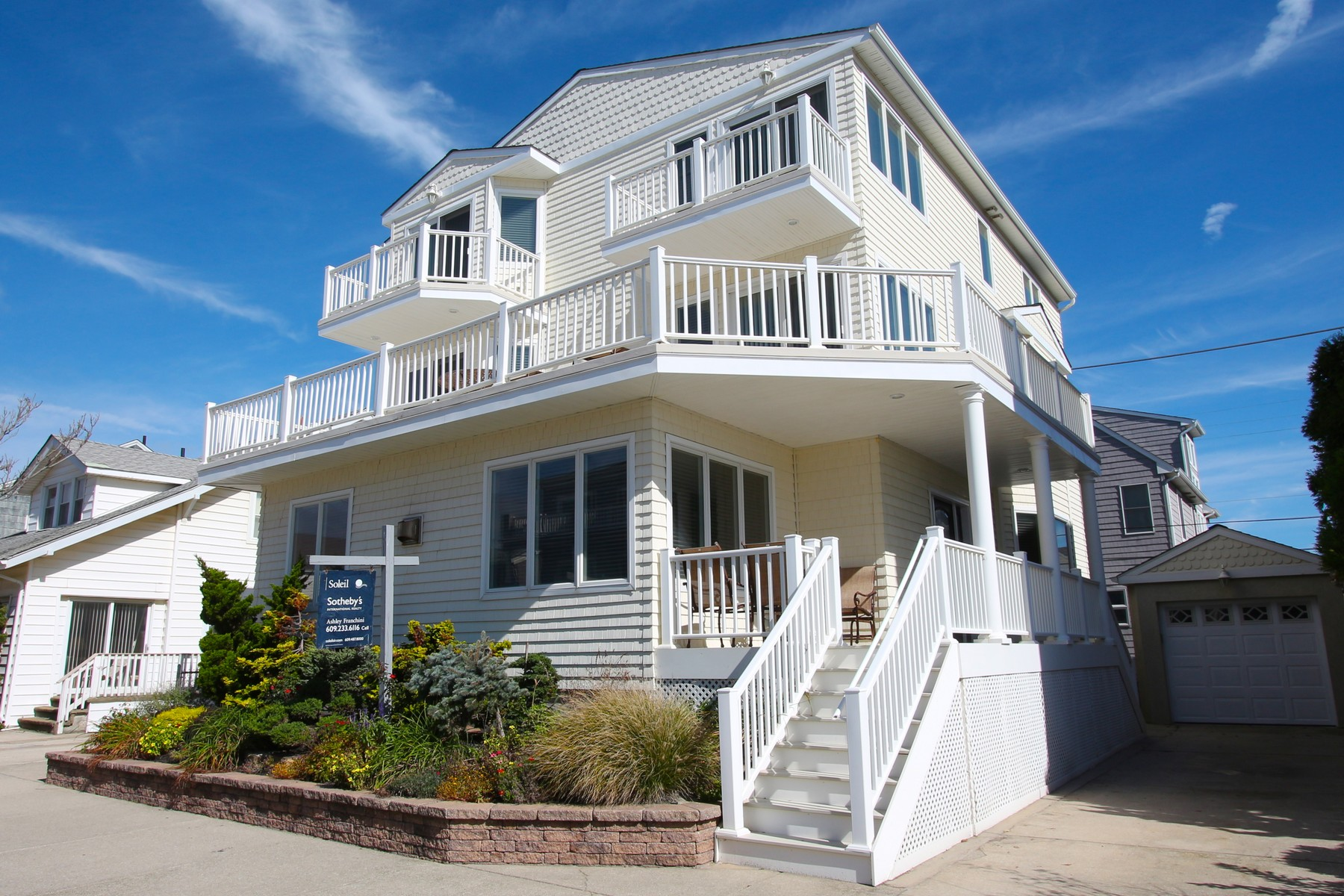 Casa Unifamiliar por un Venta en 109 S Richards Ave 109 S Richards Ave BEACHBLOCK Ventnor, Nueva Jersey, 08402 Estados Unidos