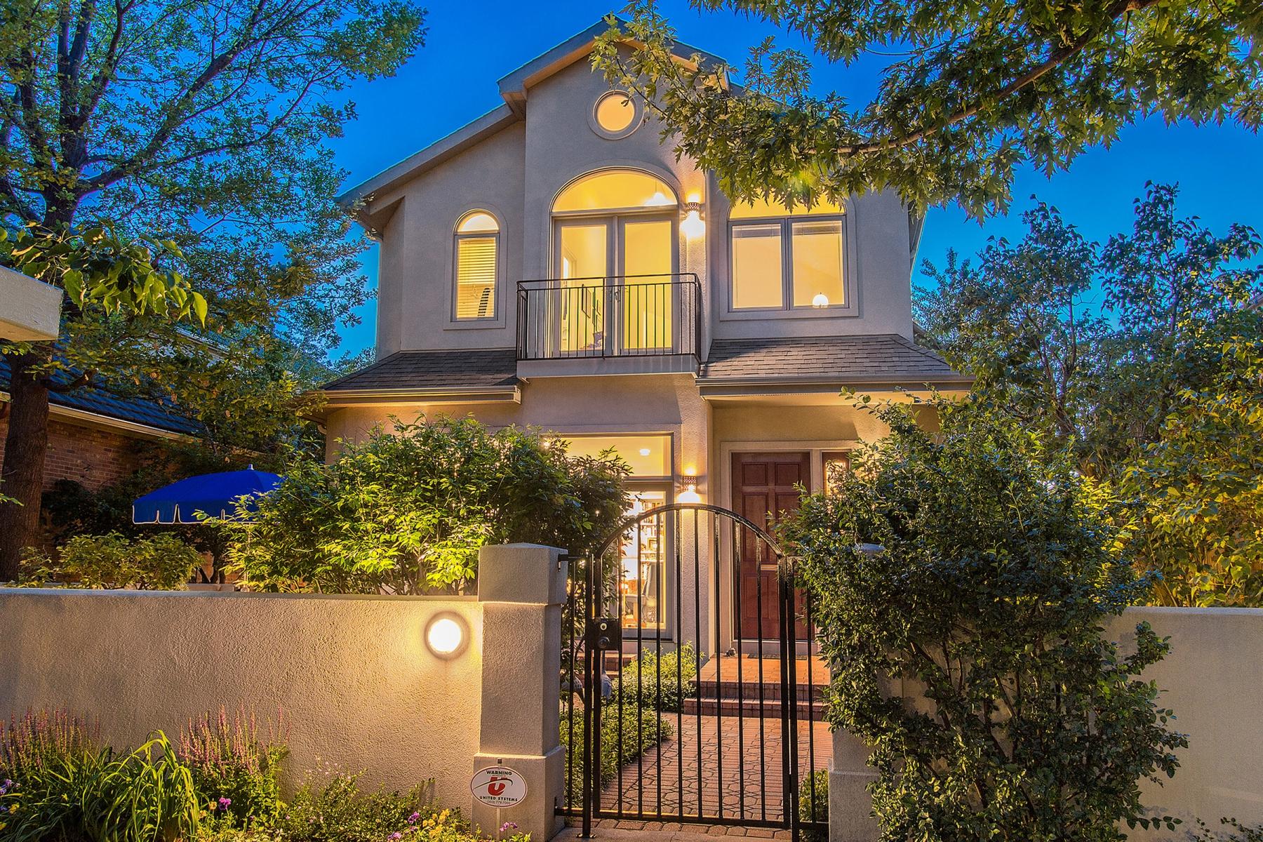 Maison unifamiliale pour l Vente à Enchanting Two-Story in the Heart of Cherry Creek 315 Adams Street Denver, Colorado 80206 États-Unis