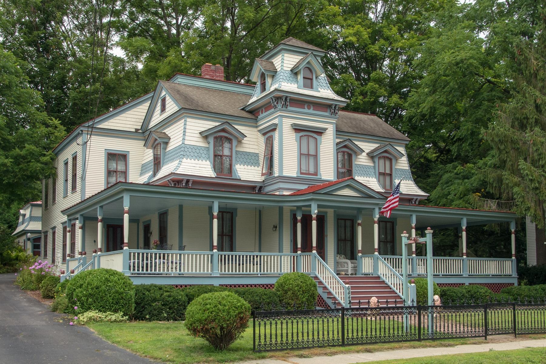 Nhà ở một gia đình vì Bán tại Victorian Lady 6447 Main Street Westport, New York 12993 Hoa Kỳ