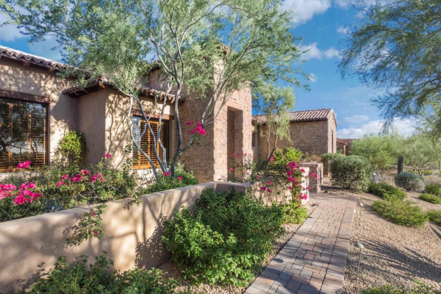 Maison unifamiliale pour l Vente à Unique tuscan retreat that opens to a private backyard sanctuary 3461 N Ladera Cir Mesa, Arizona 85207 États-Unis