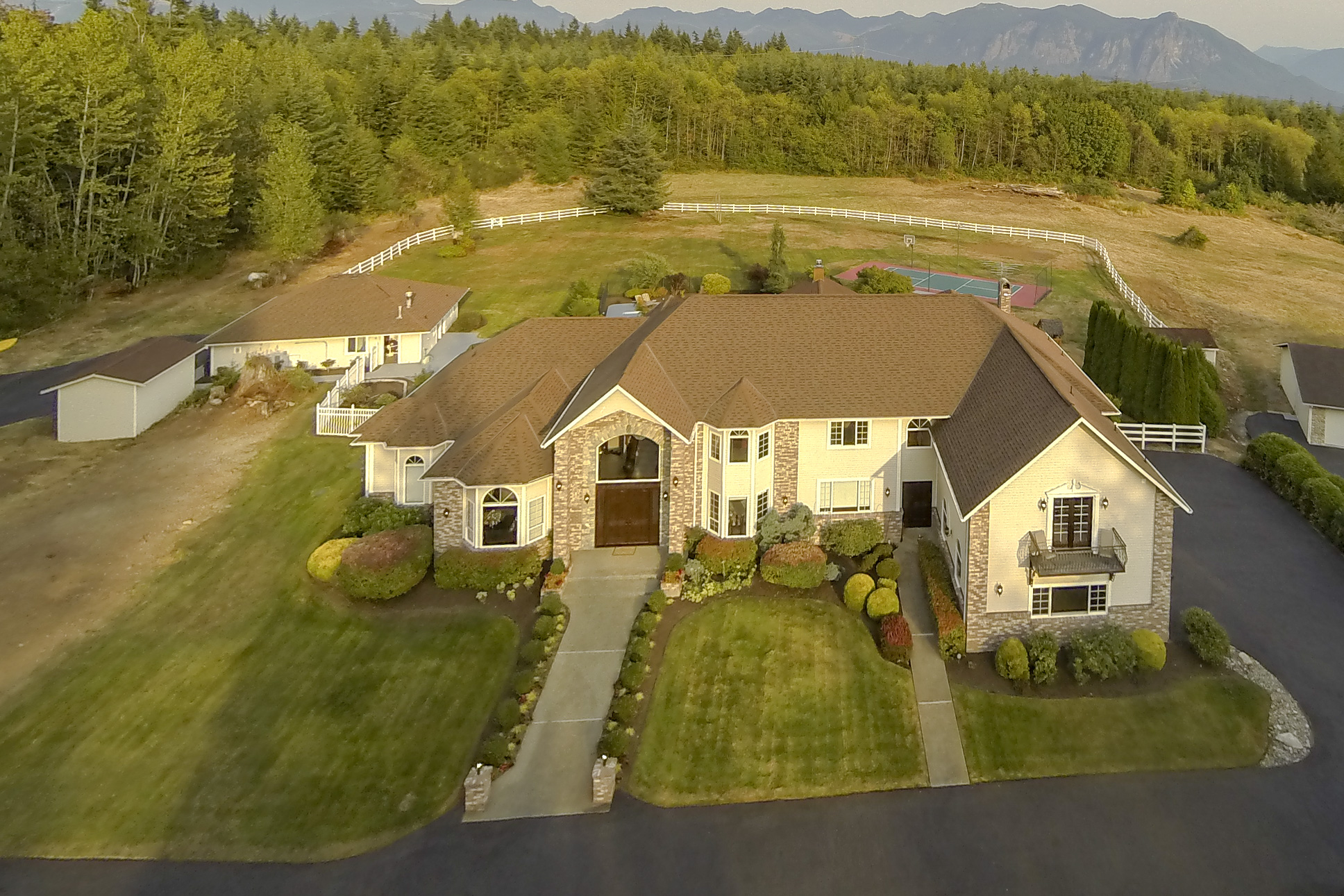 Single Family Home for Sale at 9.5 Acre Hill Top Retreat 3604 364th Ave SE Fall City, Washington 98024 United States