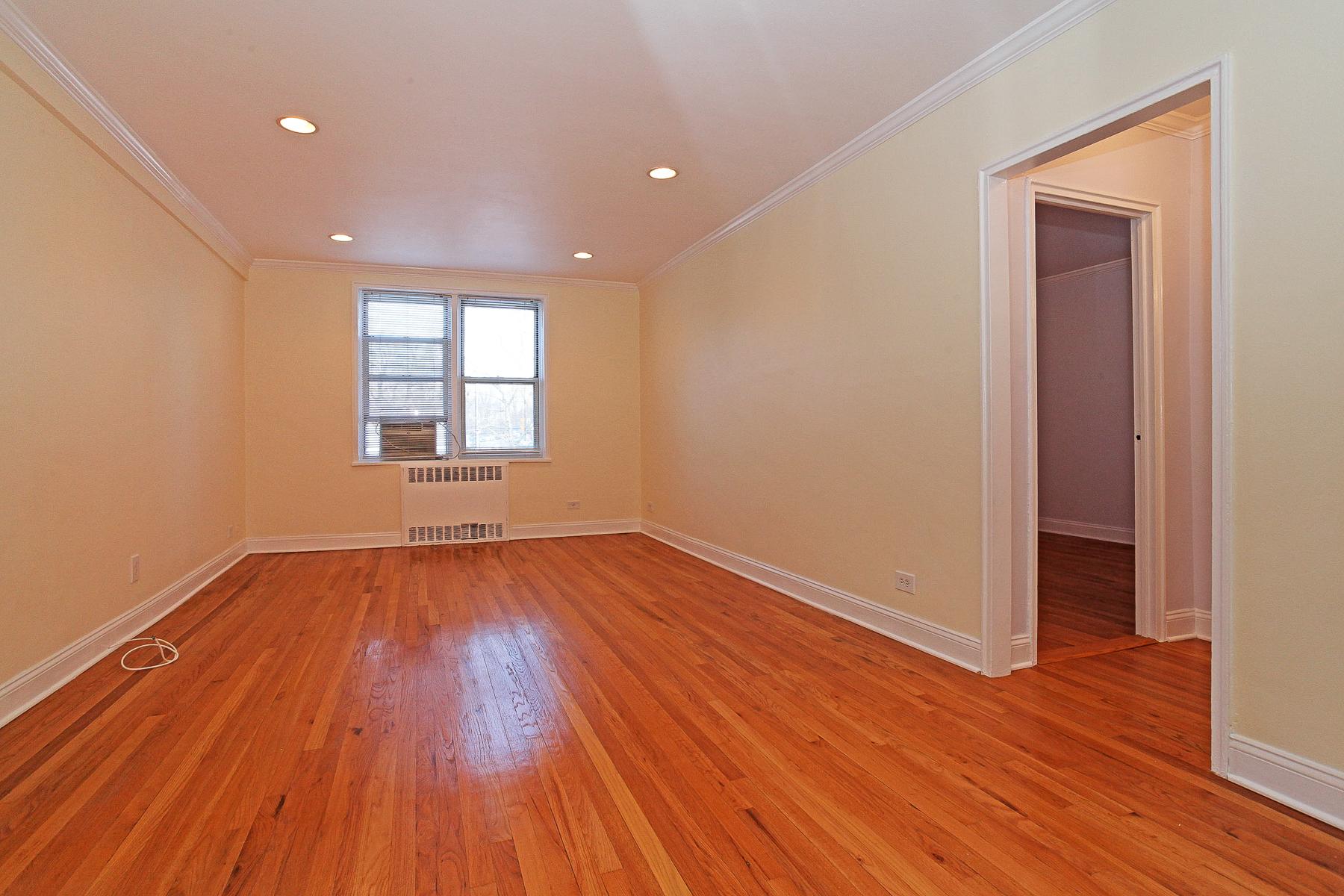 Кооперативная квартира для того Продажа на Renovated and Huge 1 Bedroom 5639 Netherland Avenue 3E Riverdale, Нью-Йорк 10471 Соединенные Штаты