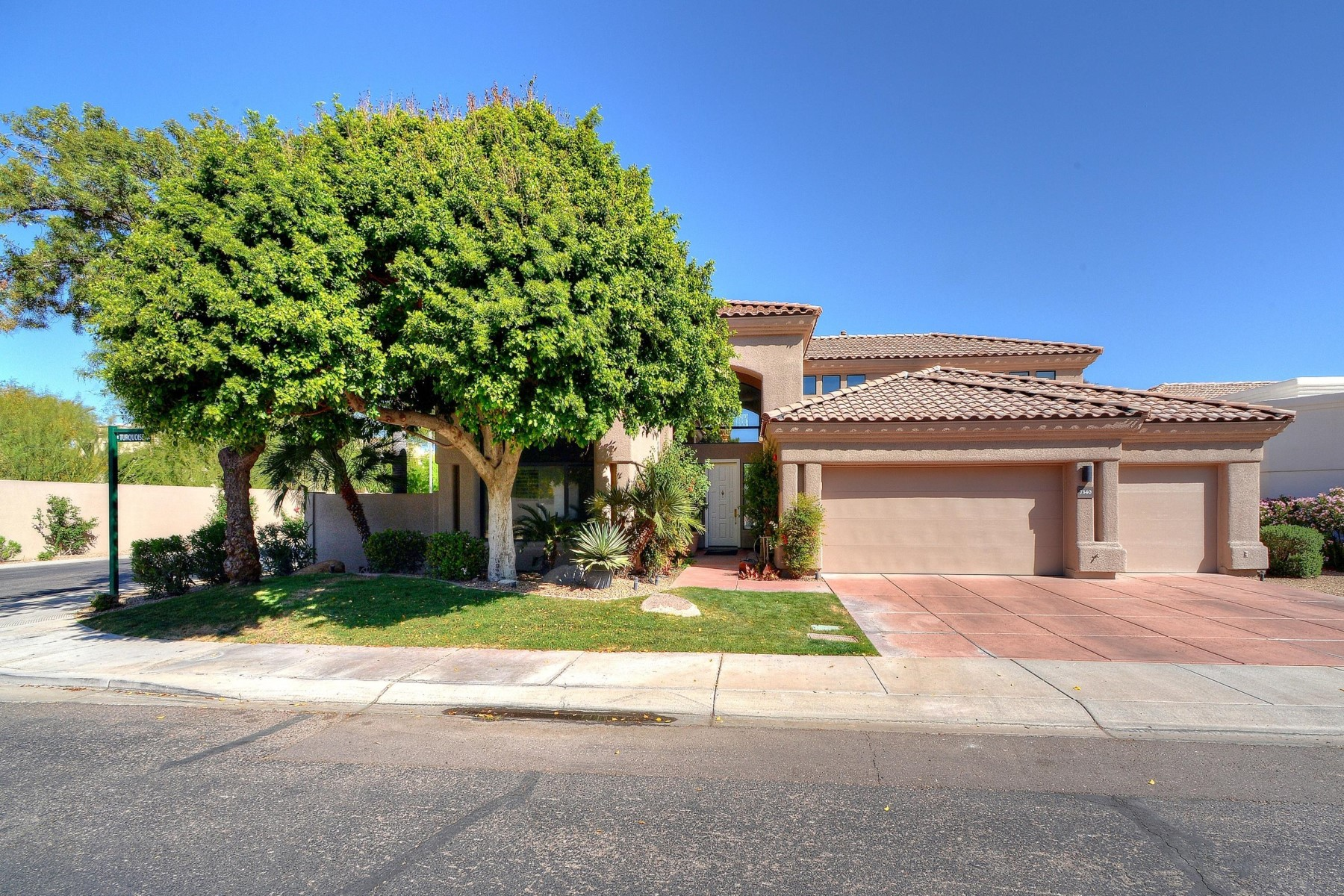 Single Family Home for Sale at Lovely home in the gated community of Monterey at Mountain View 7340 E Turquoise Avenue Scottsdale, Arizona, 85258 United States