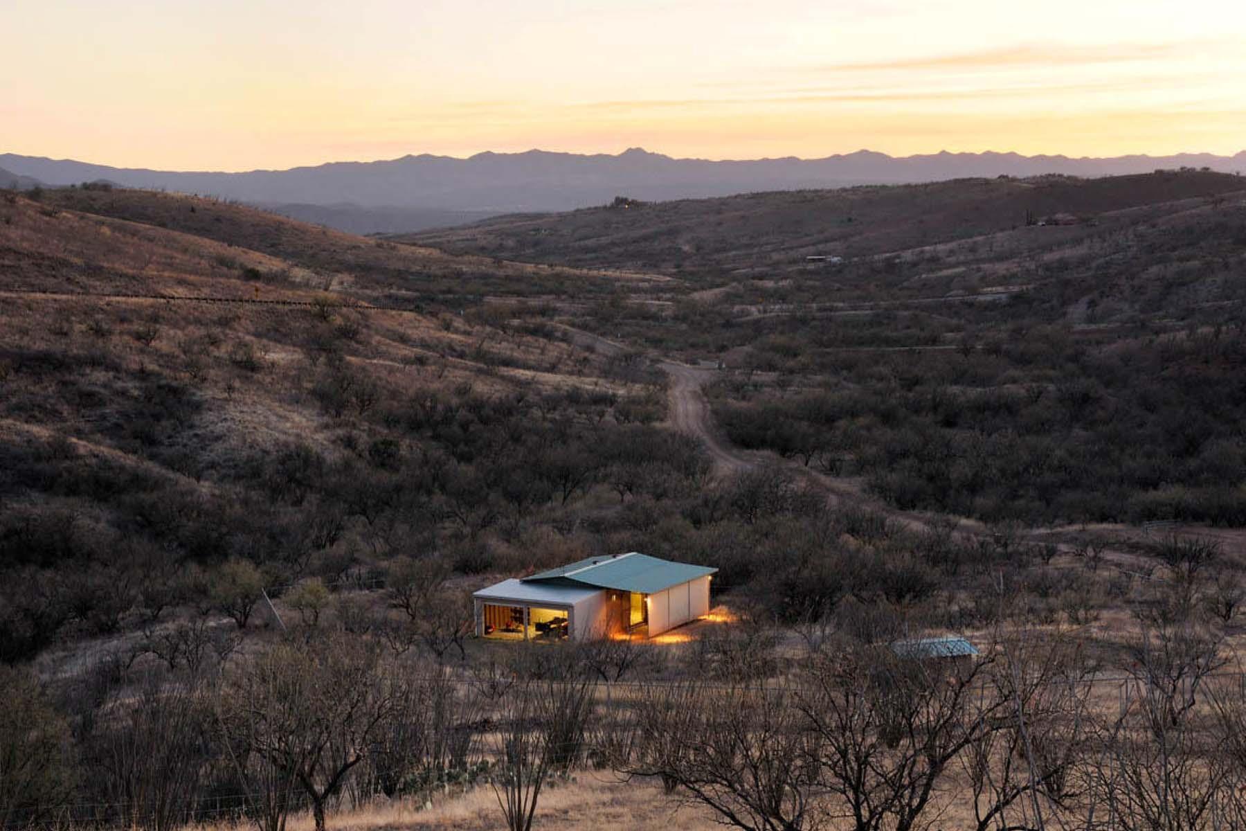 Vivienda unifamiliar por un Venta en Rolling hills and pasture set the scene for this hillside estate. 29 Camino Los Vientos Patagonia, Arizona 85624 Estados Unidos