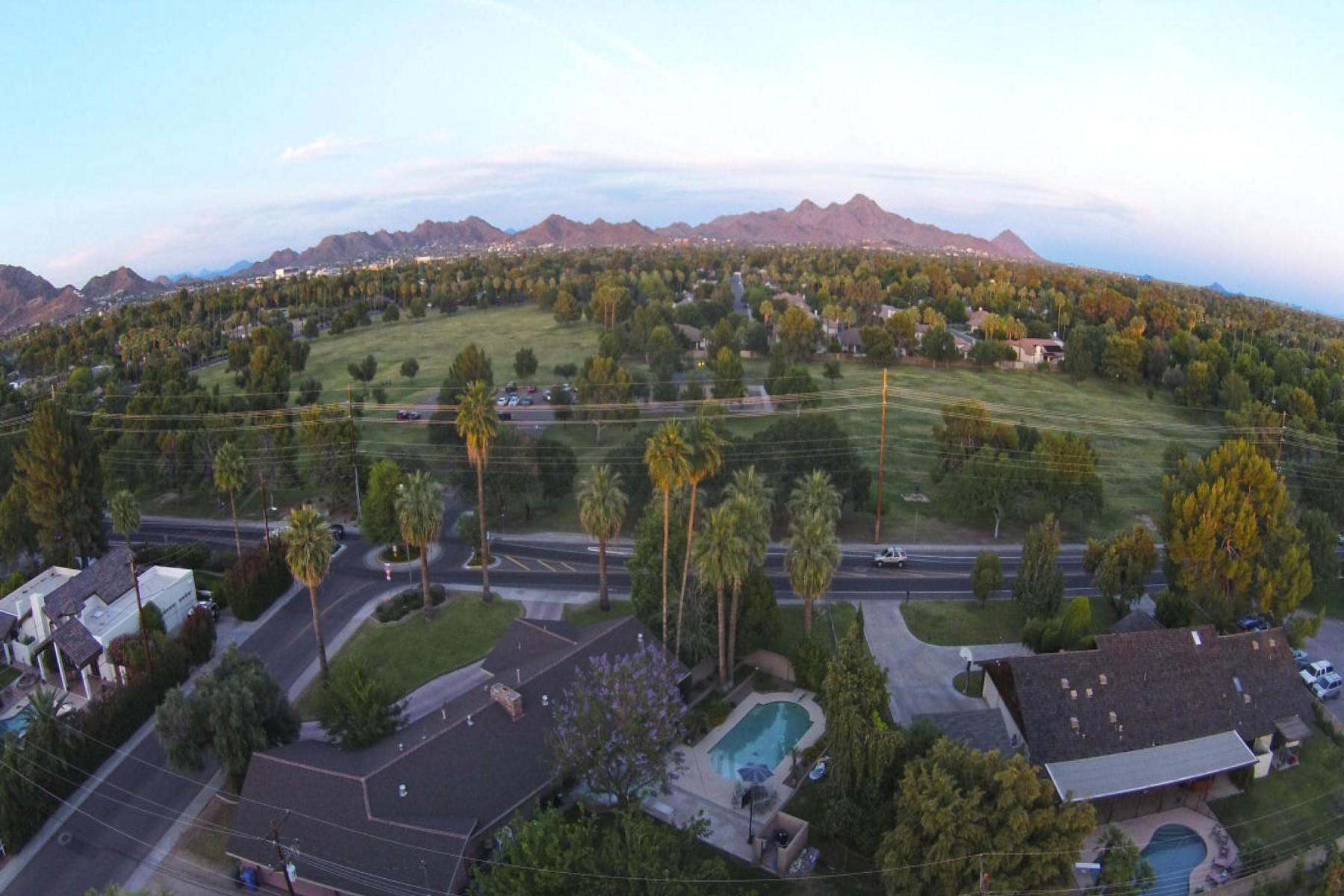 Частный односемейный дом для того Продажа на Quite possibly one of the best neighborhoods in greater Phoenix 1501 W El Caminito Drive Phoenix, Аризона 85021 Соединенные Штаты