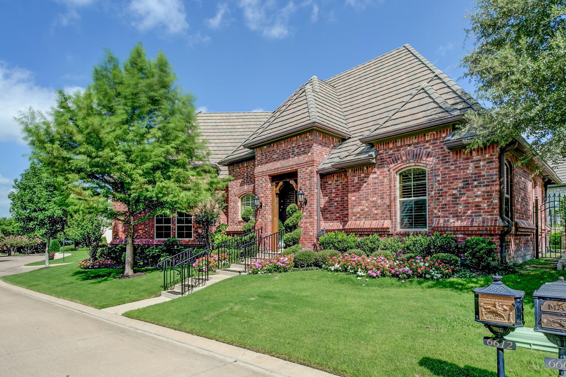 Einfamilienhaus für Verkauf beim Beautiful Mira Vista Garden Home 6612 Augusta Rd Fort Worth, Texas, 76132 Vereinigte Staaten