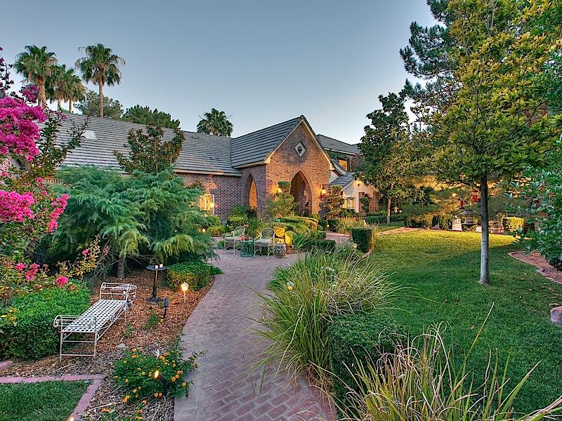Maison unifamiliale pour l Vente à Lion's Gate 3000 Loma Vista Ave Las Vegas, Nevada 89120 États-Unis