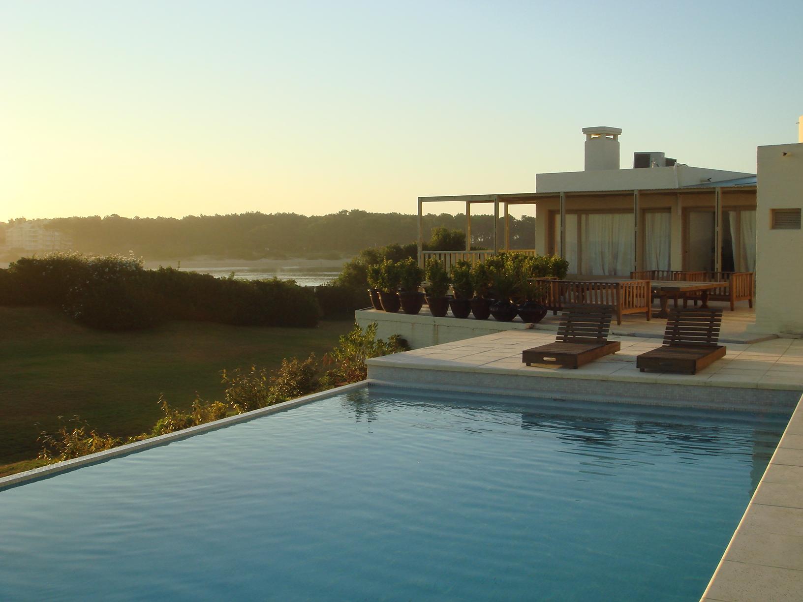 独户住宅 为 销售 在 Spectacular house in La Barra Ruta 10 La Barra, 马尔多纳多 20001 乌拉圭