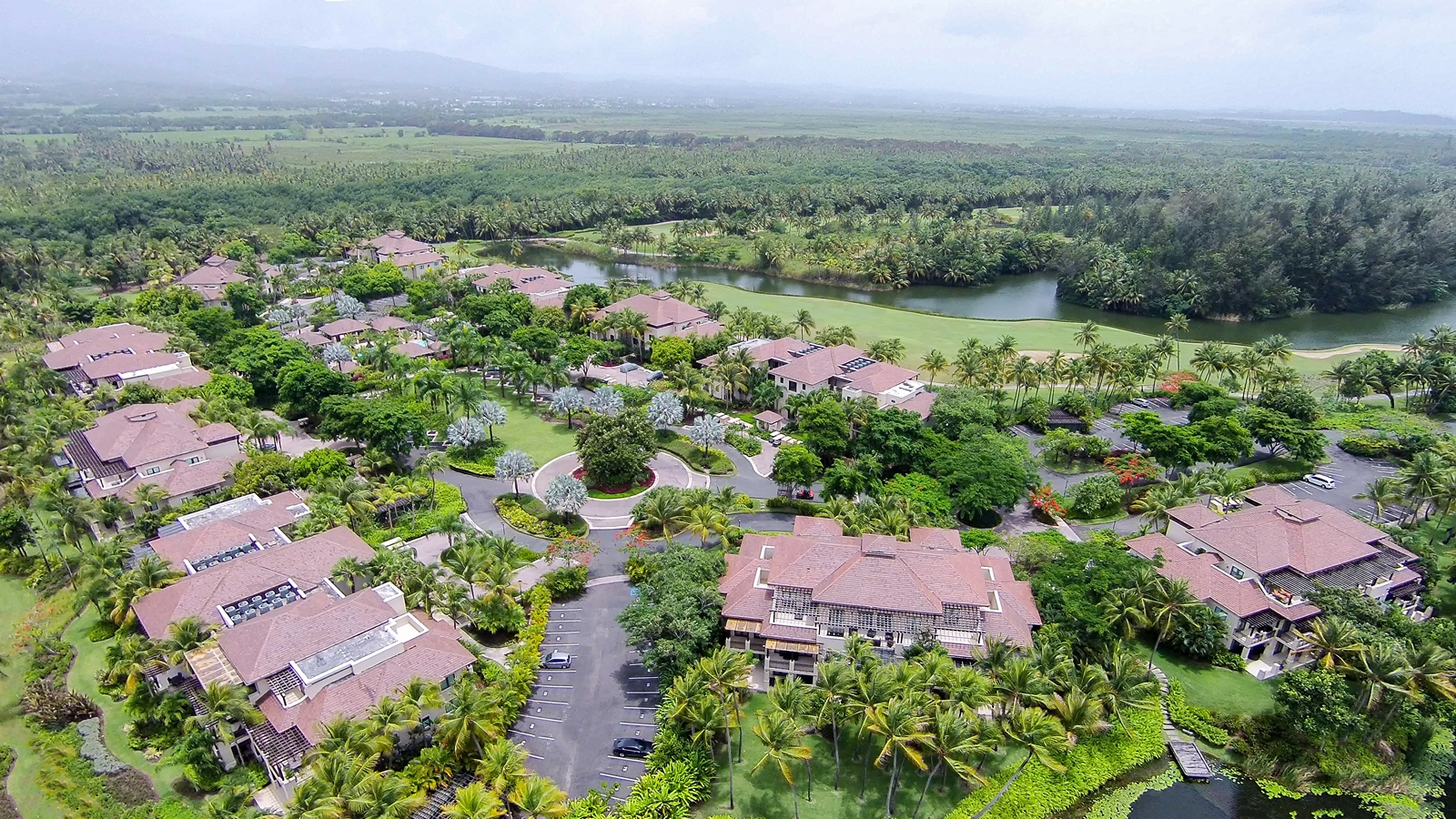 Additional photo for property listing at Lakefront with Golf Views Villa State Rd. 187, Km. 4.2, Rio Grande Bahia Beach, Puerto Rico 00745 Puerto Rico