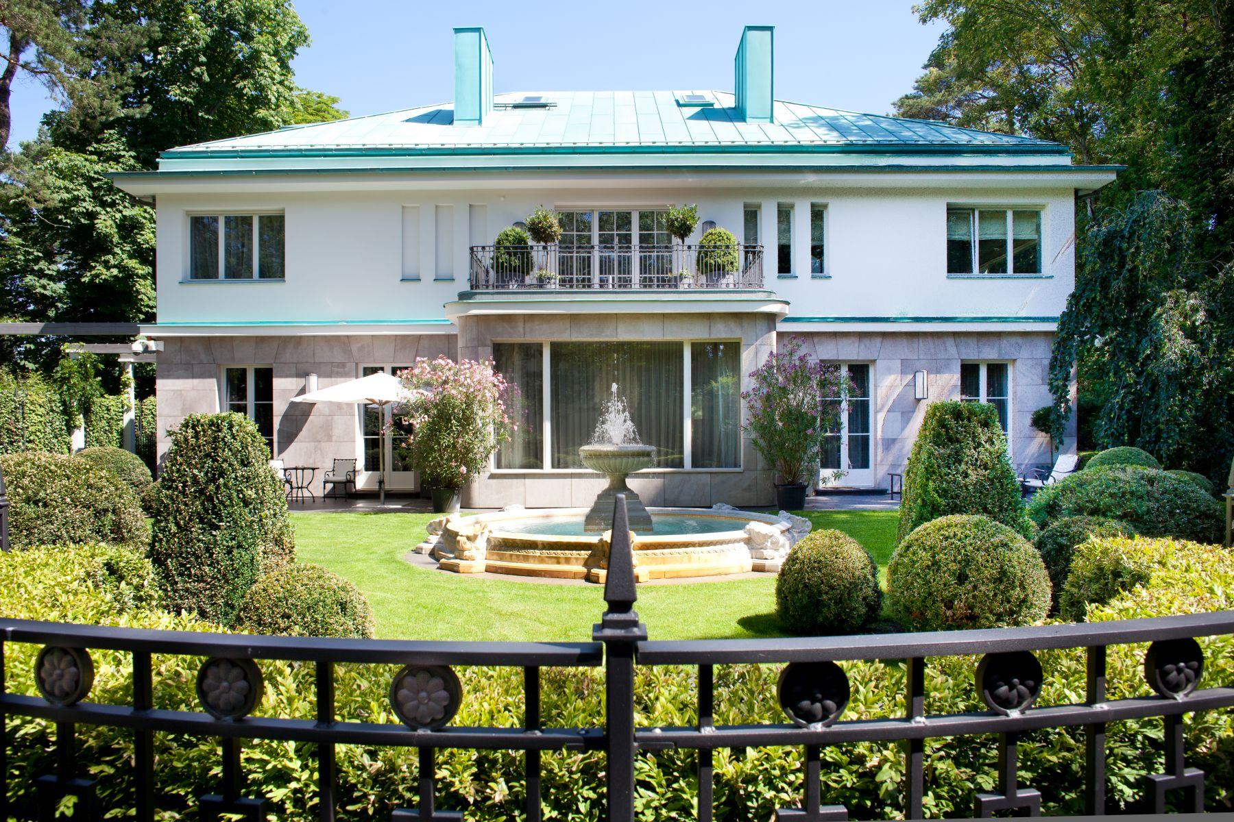 Maison unifamiliale pour l Vente à Exclusive Mansion in Top-Location! Berlin, Berlin 14195 Allemagne