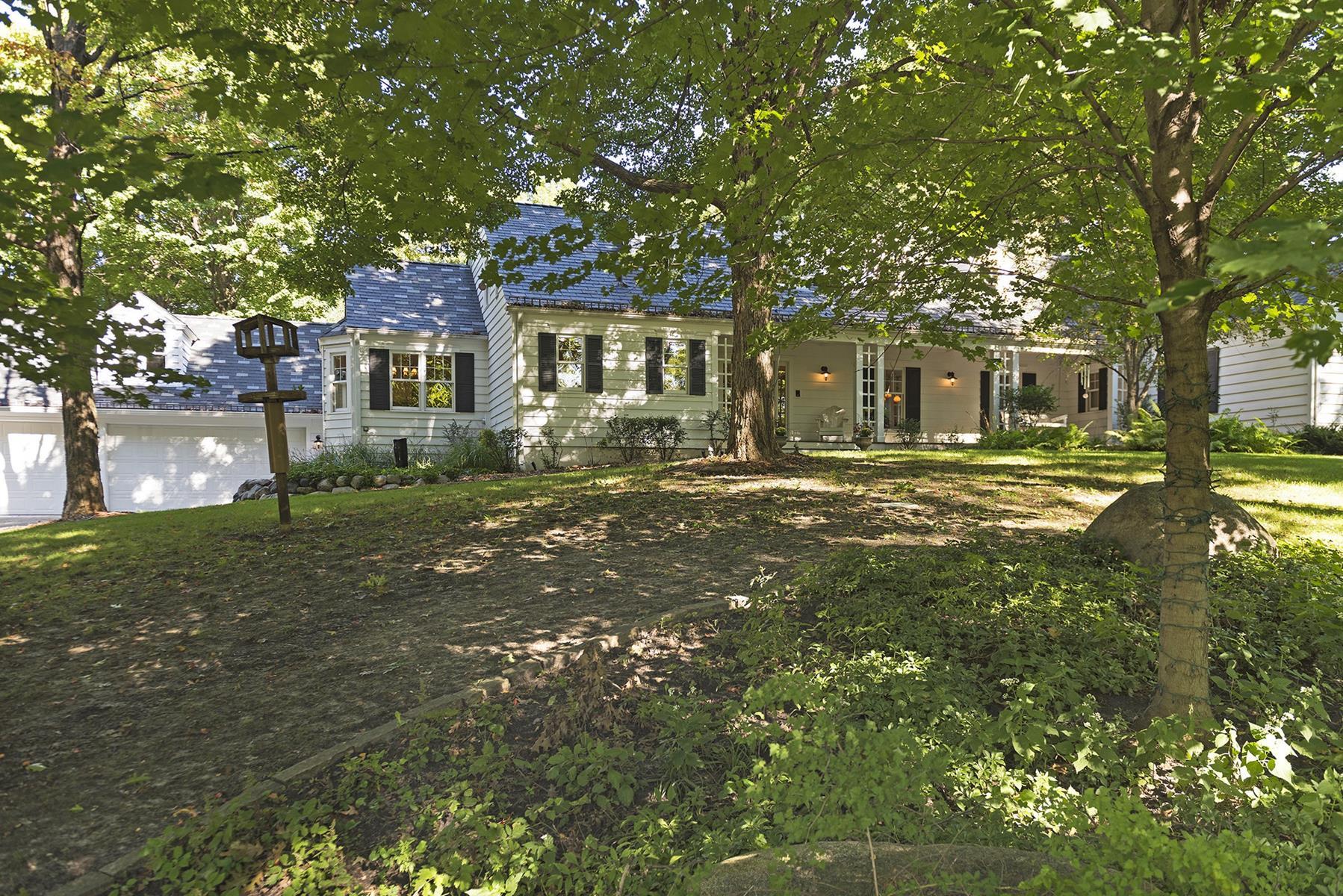 Maison unifamiliale pour l Vente à 790 Pleasant View Road 790 Pleasant View Rd Chanhassen, Minnesota, 55317 États-Unis