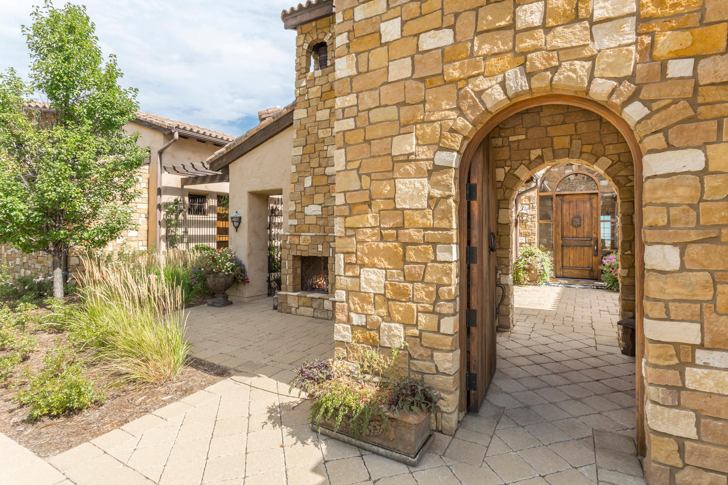 Additional photo for property listing at Rare estate property within the gates of Ravenna 7625 Dante Dr Littleton, Colorado 80125 United States
