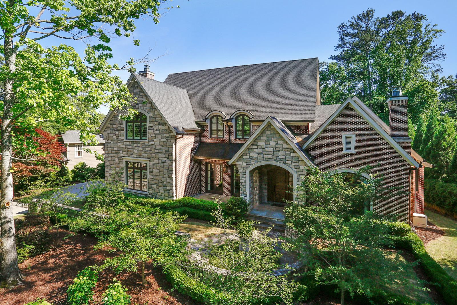 Maison unifamiliale pour l Vente à Exceptional Chastain Park Custom Home 4760 Merlendale Drive NW Chastain Park, Atlanta, Georgia 30327 États-Unis