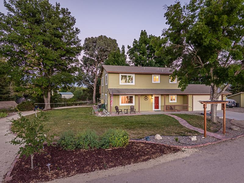 Maison unifamiliale pour l Vente à Country Feel! 50 Foxtail Lane Templeton, Californie 93465 États-Unis