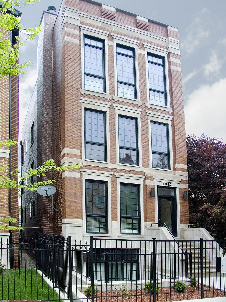 콘도미니엄 용 매매 에 Immaculate Condo in Great Bucktown 1842 W Armitage Avenue Unit 2 Logan Square, Chicago, 일리노이즈, 60622 미국