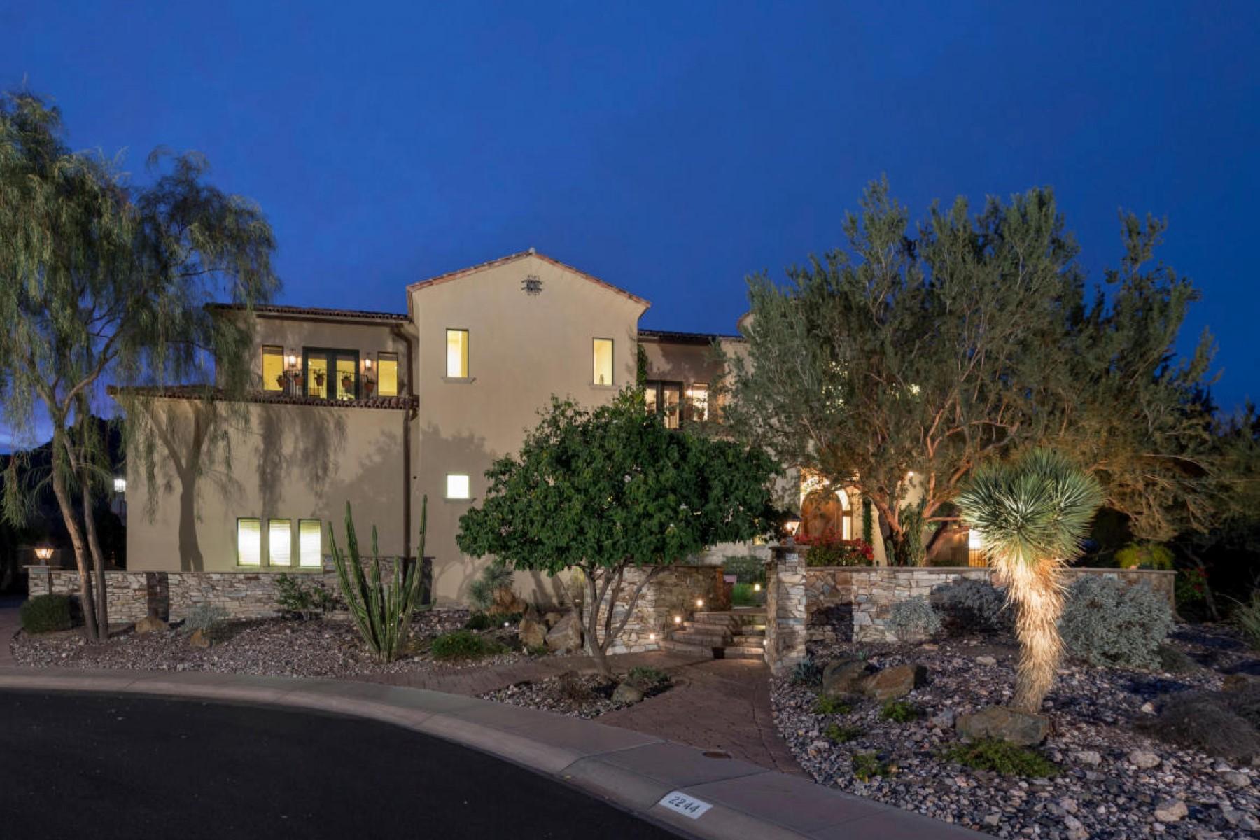 Maison unifamiliale pour l Vente à Beautiful Custom Home Nestled By Phoenix Mountain Preserve w/ Breathtaking Views 2244 E Vogel Ave Phoenix, Arizona 85028 États-Unis