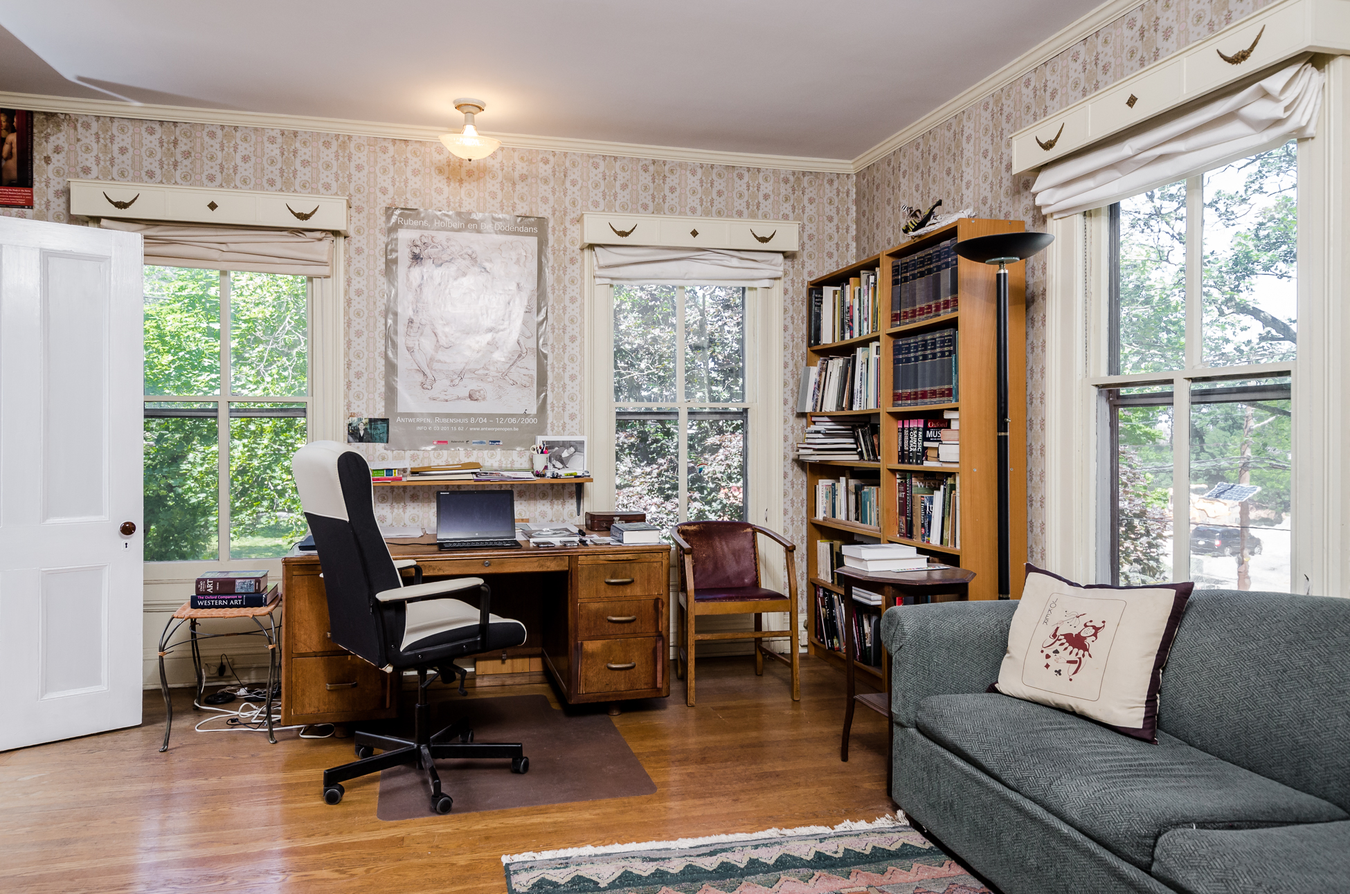 Additional photo for property listing at Capturing All The Grace Of Yesteryear 23 South Adelaide Avenue Highland Park, Nueva Jersey 08904 Estados Unidos