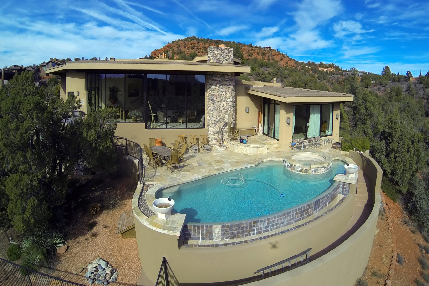 Maison unifamiliale pour l Vente à his stunning contemporary southwest home has elevated panoramic red rock views. 25 Sagebrush WAY Sedona, Arizona 86336 États-Unis