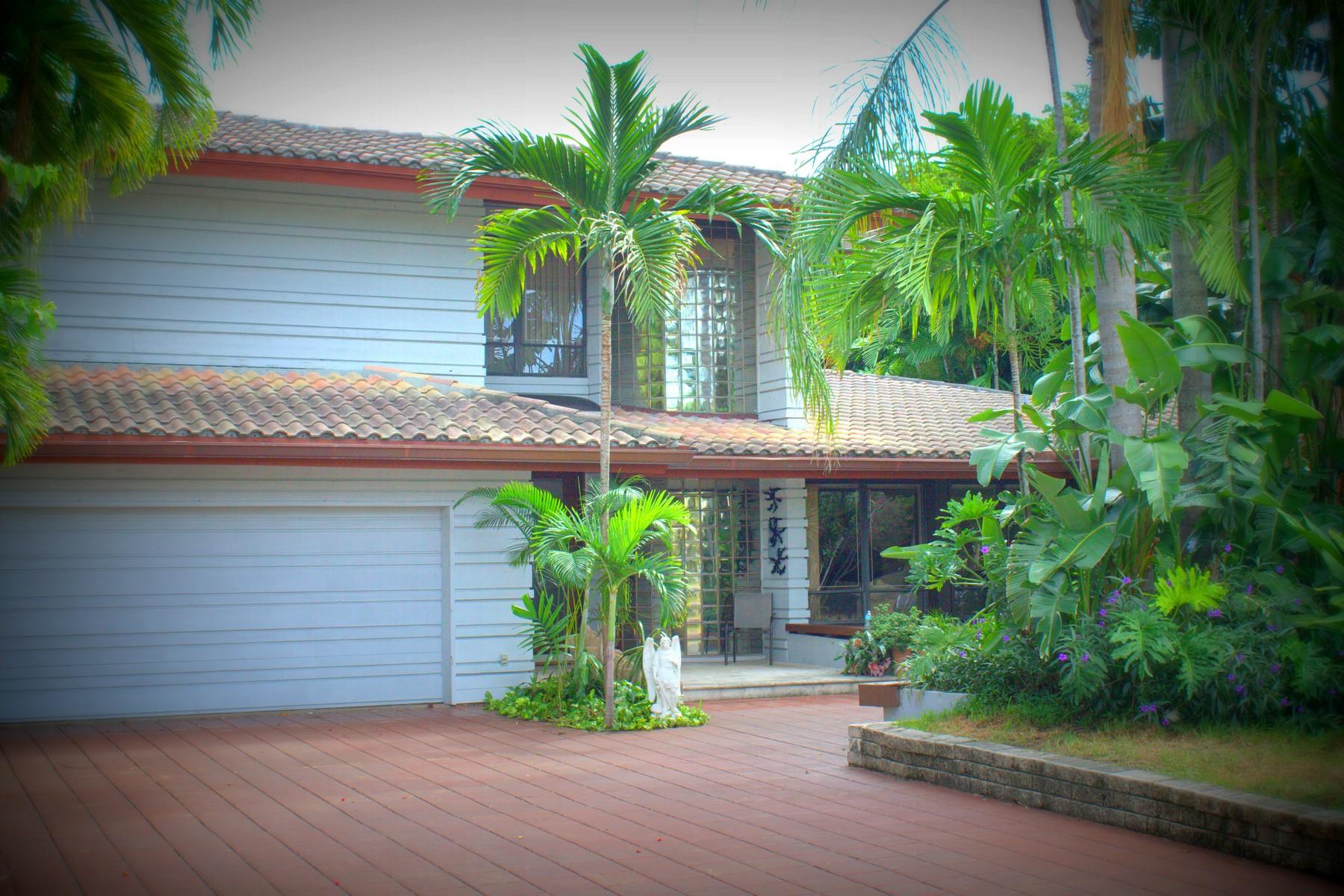 Maison unifamiliale pour l Vente à 513 Oleander Dr Hallandale, Florida 33009 États-Unis