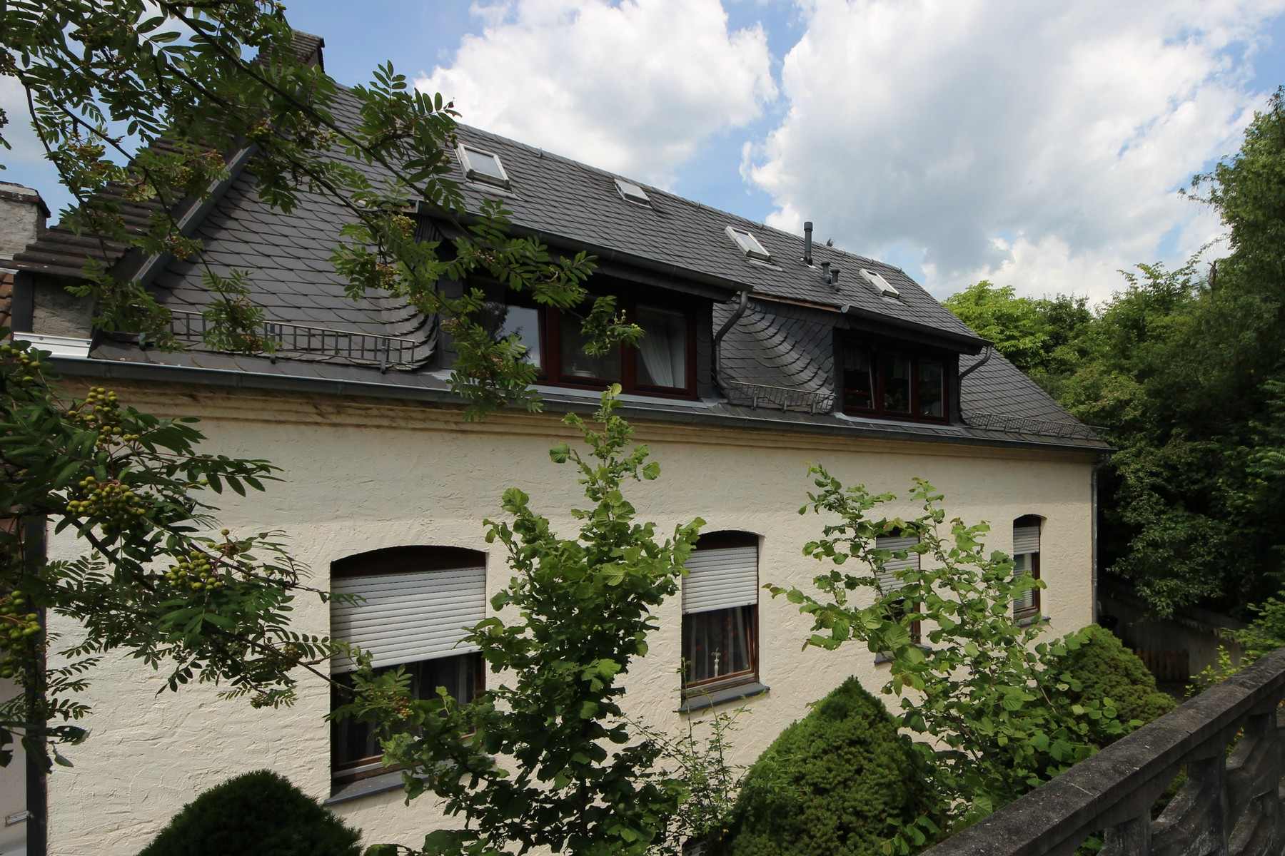 Wiesbaden: Multi-Family-Home With Single-Family-Home, Building Lot & Garden Lot