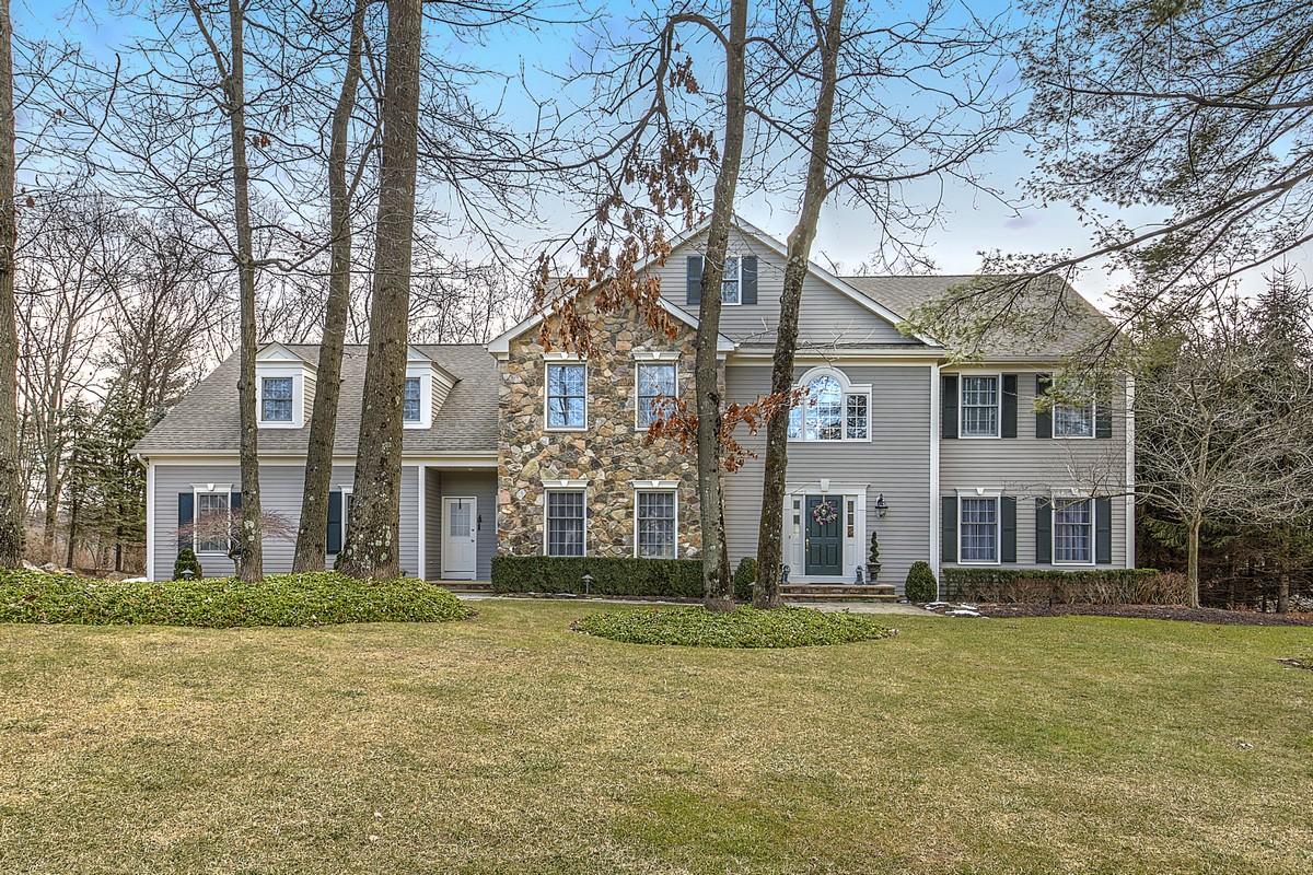 Nhà ở một gia đình vì Bán tại Gracious Design 16 White Oak Ridge Court Mendham, New Jersey 07945 Hoa Kỳ