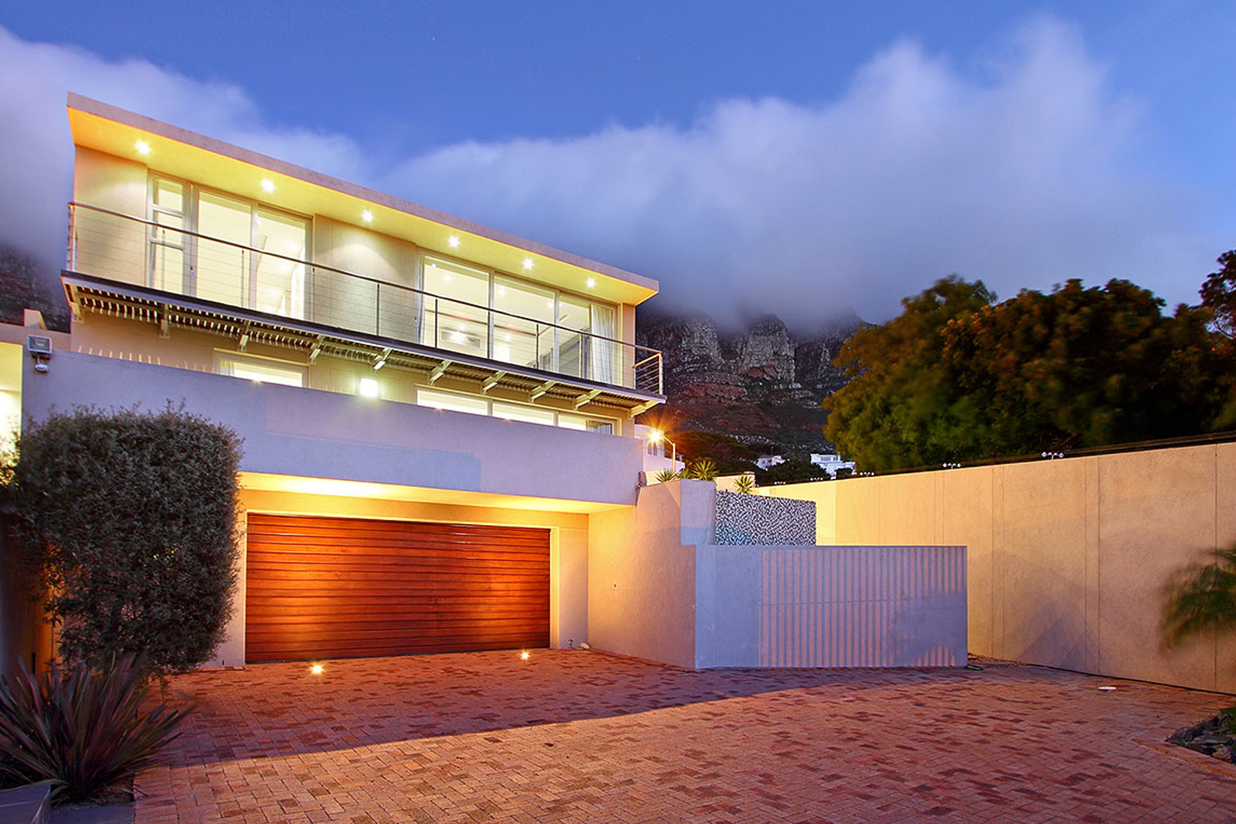 Maison unifamiliale pour l Vente à Pretty as a picture with magical mountain backdrop Cape Town, Cap-Occidental 8005 Afrique Du Sud