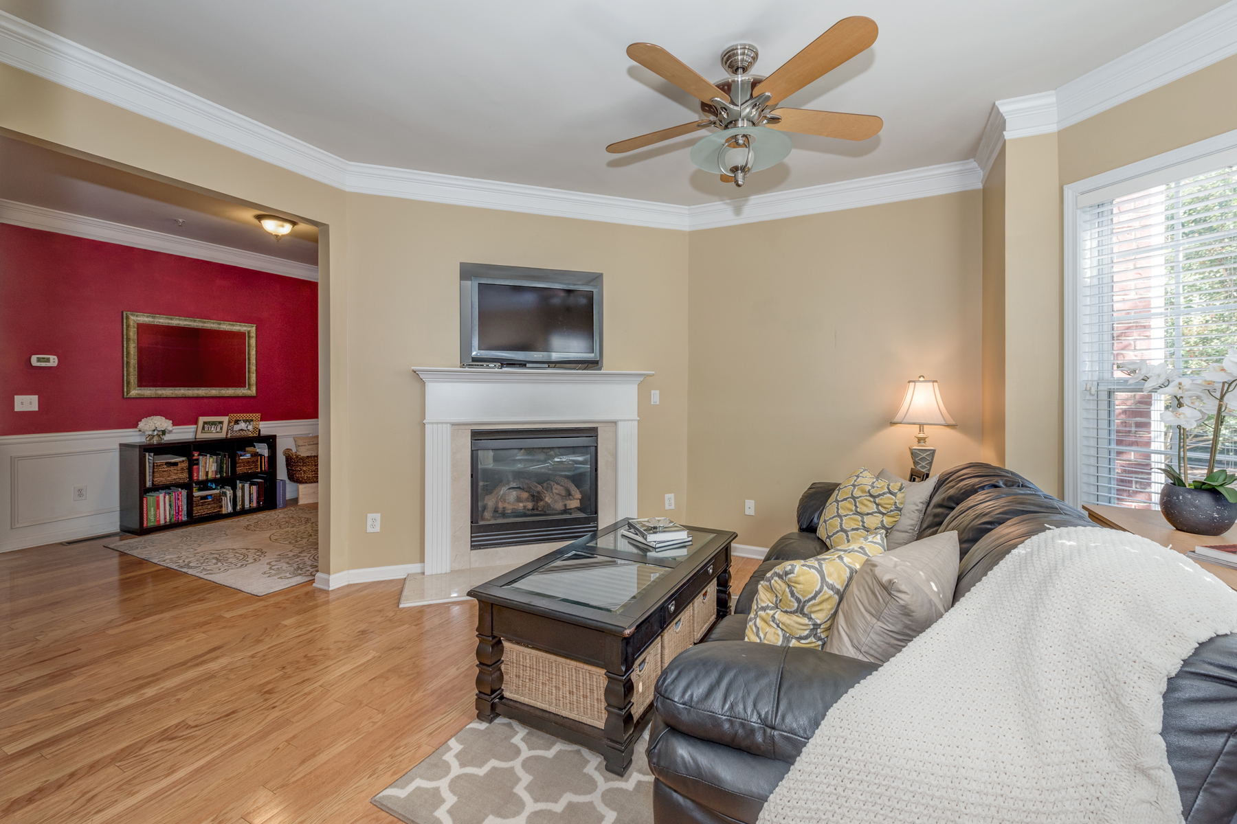 Additional photo for property listing at Three Story, Three Bedroom Brick Townhome With Two Car Garage 1819 Dunrobin Drive Smyrna, 喬治亞州 30082 美國